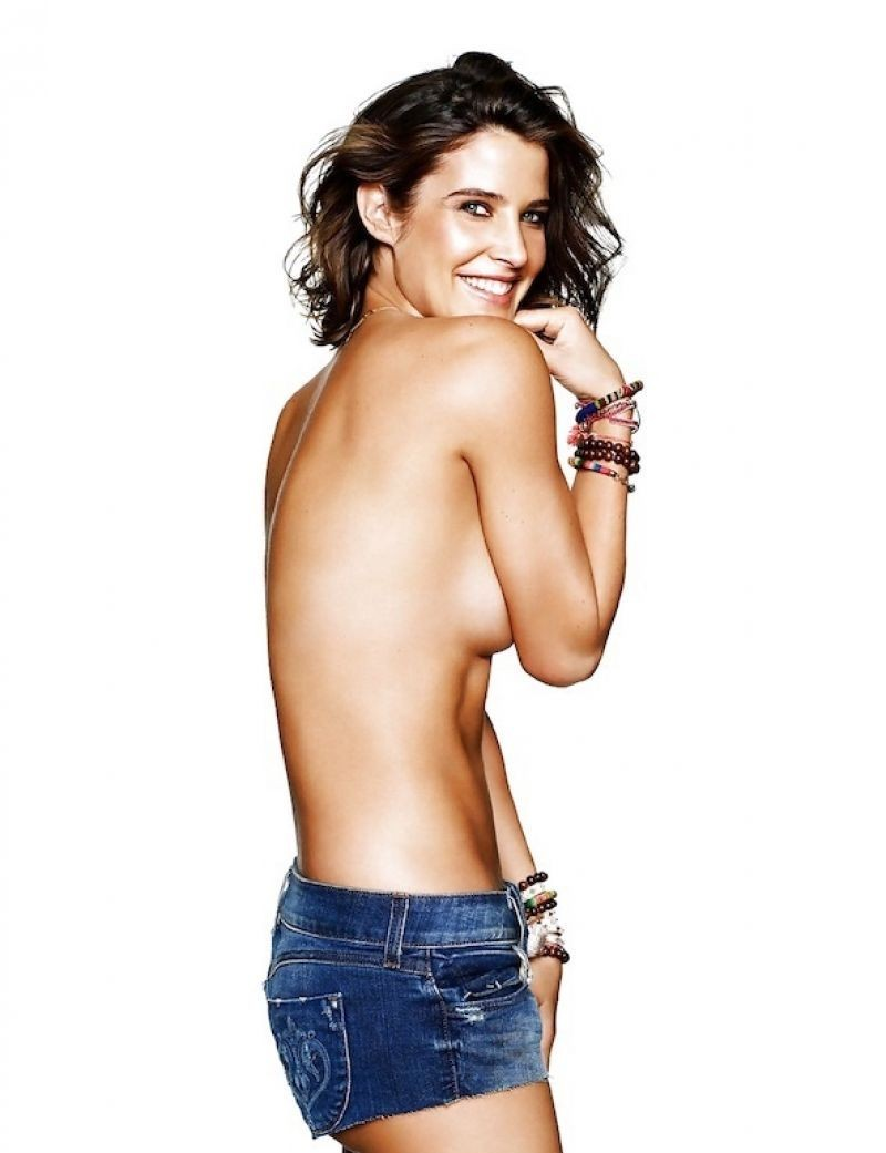 Cobie Smulders Nude & Sexy Collection (33 Photos)