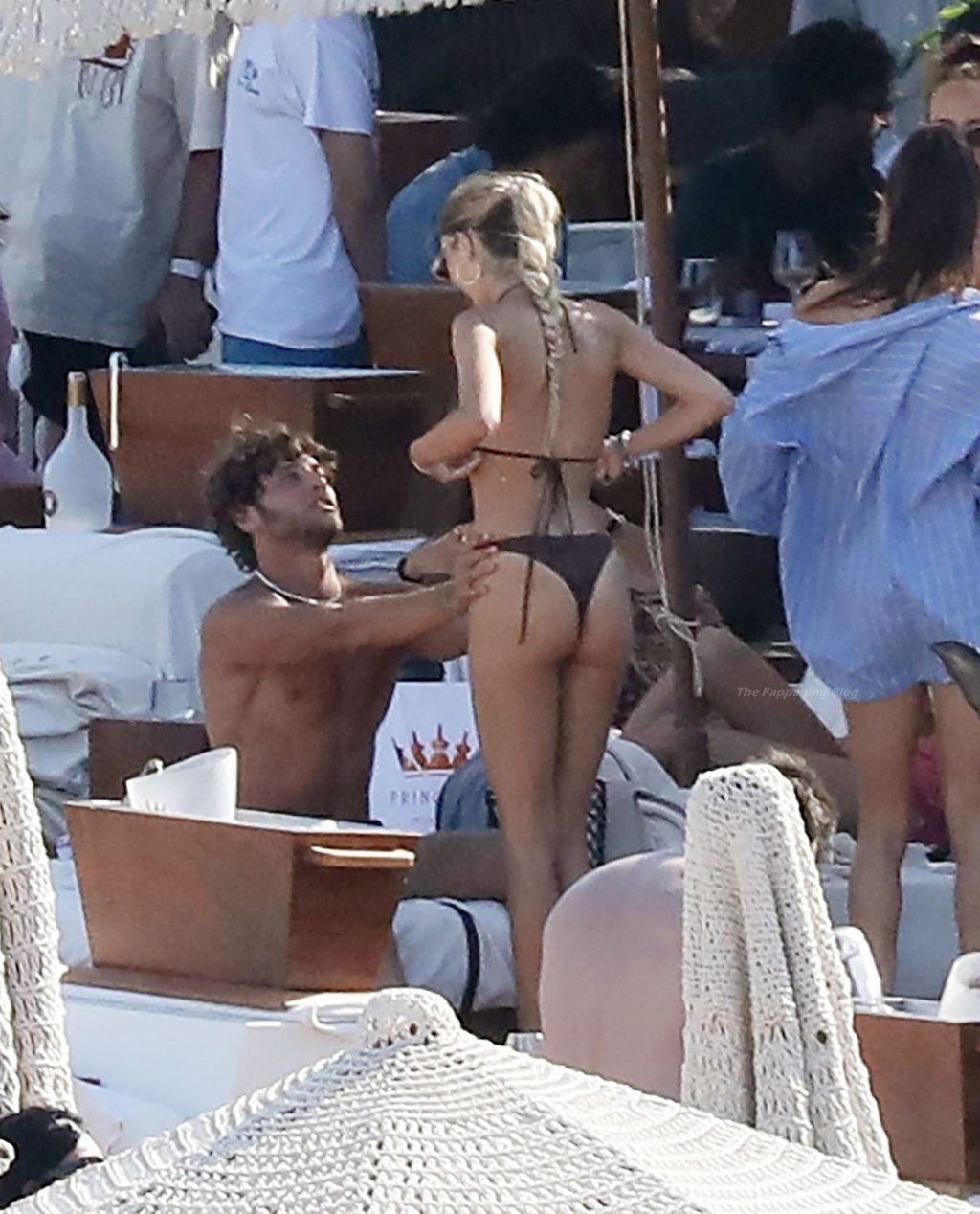 Delilah Belle Hamlin is Pictured with Eyal Booker Relaxing at the Beach in Mykonos (75 Photos)