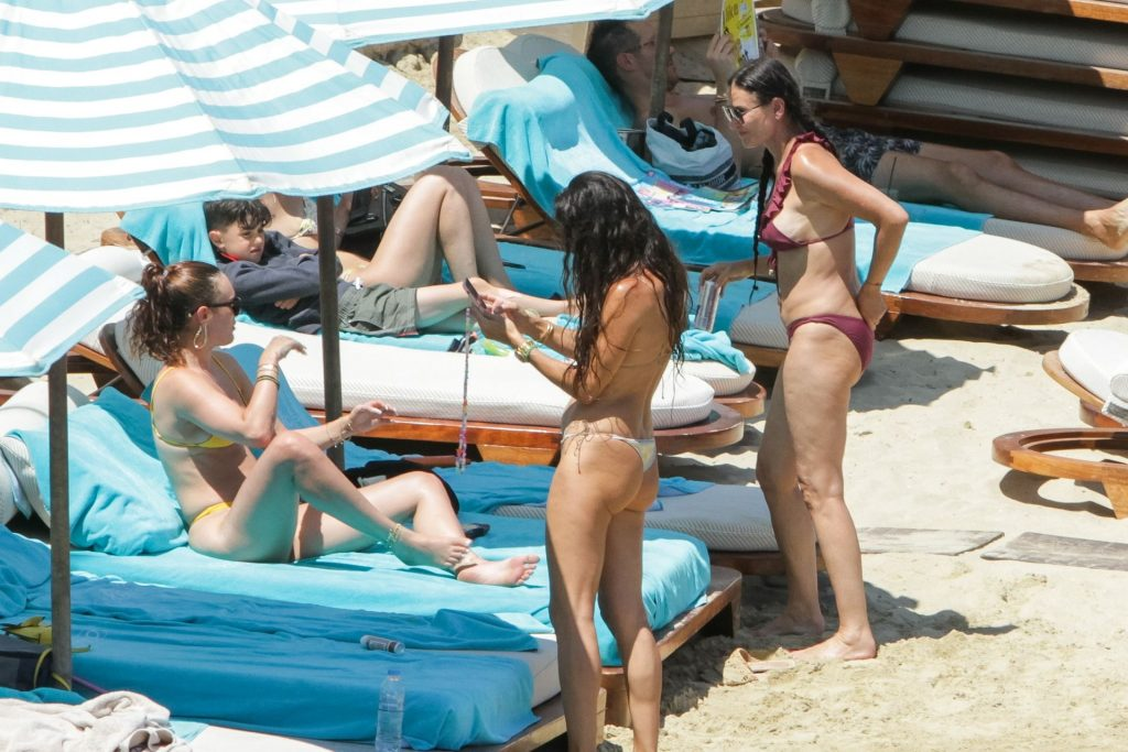 Demi Moore & Rumer Willis Showcase Enviable Beach Bodies While on Vacation in Mykonos (130 New Photos + Video) [Updated]