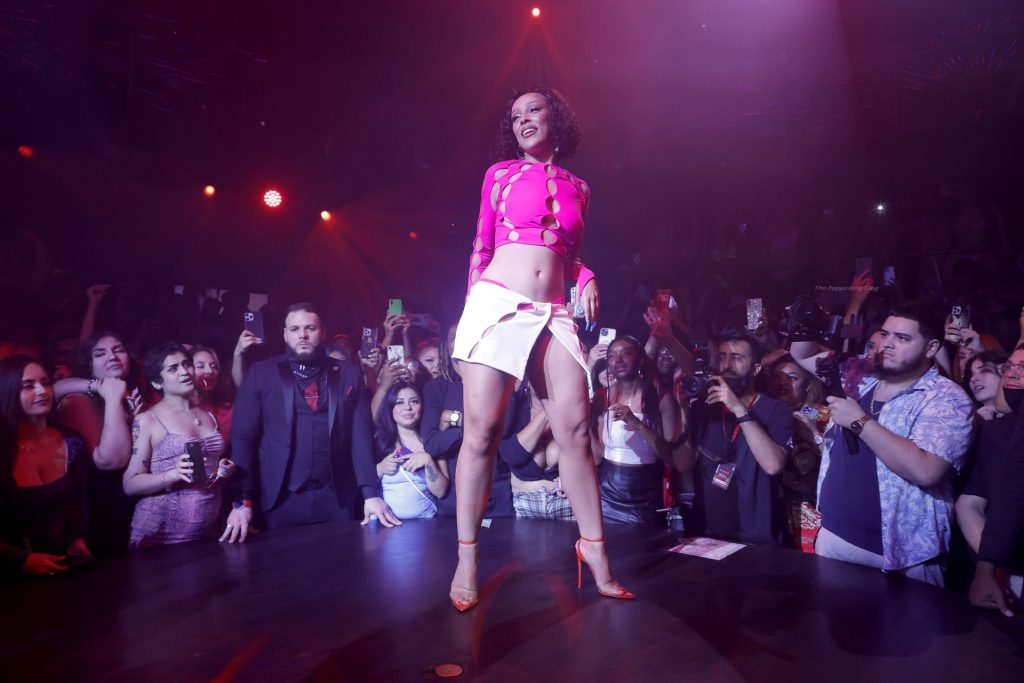 Leggy Doja Cat Performs at E11EVEN Miami (25 Photos)