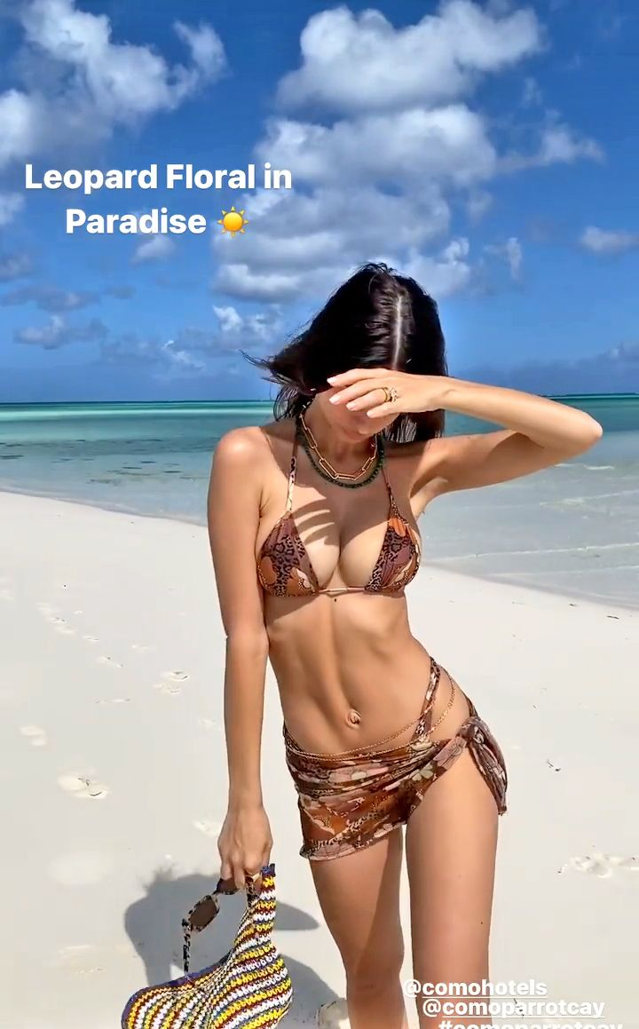 Emily Ratajkowski Shows Off Her Stunning Ass and Tits (9 Photos + Video)