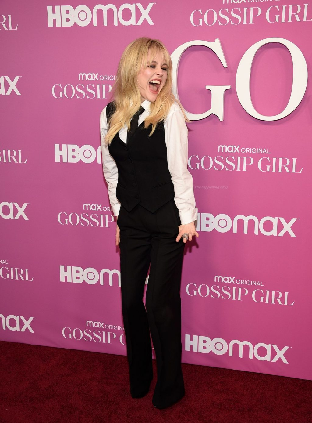 Emily and Natalie Alyn Lind Make Sexy Lesbian Kiss at The Gossip Girl Premiere in New York (56 Photos)