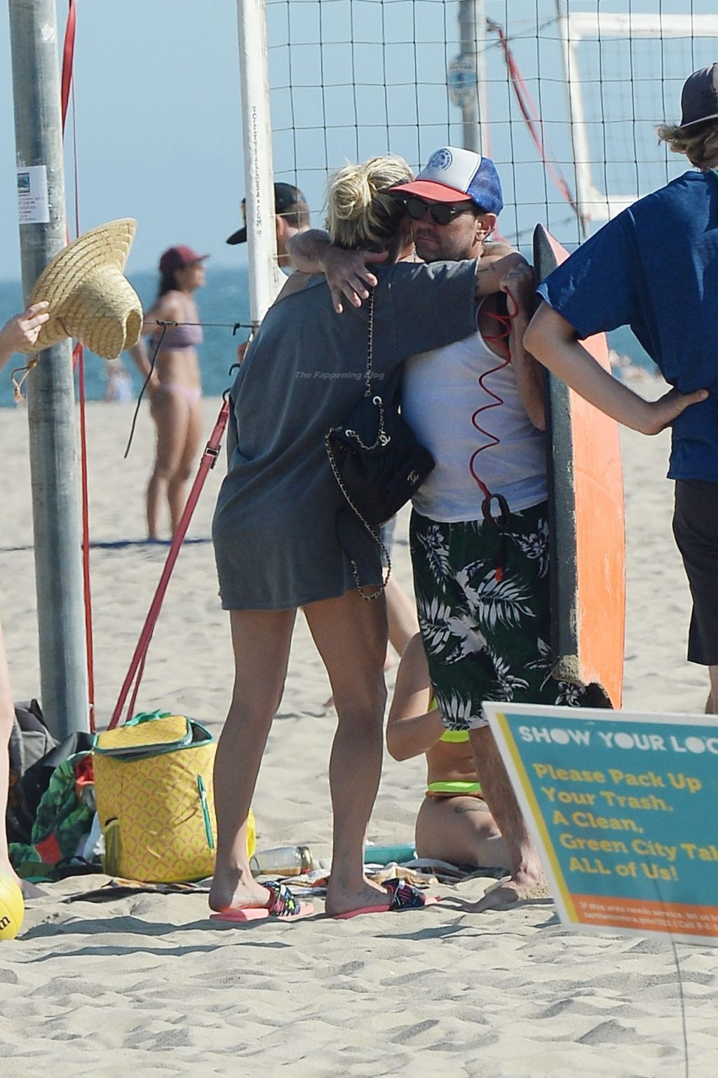 Kesha Hits the Beach With Friends in LA (72 Photos)