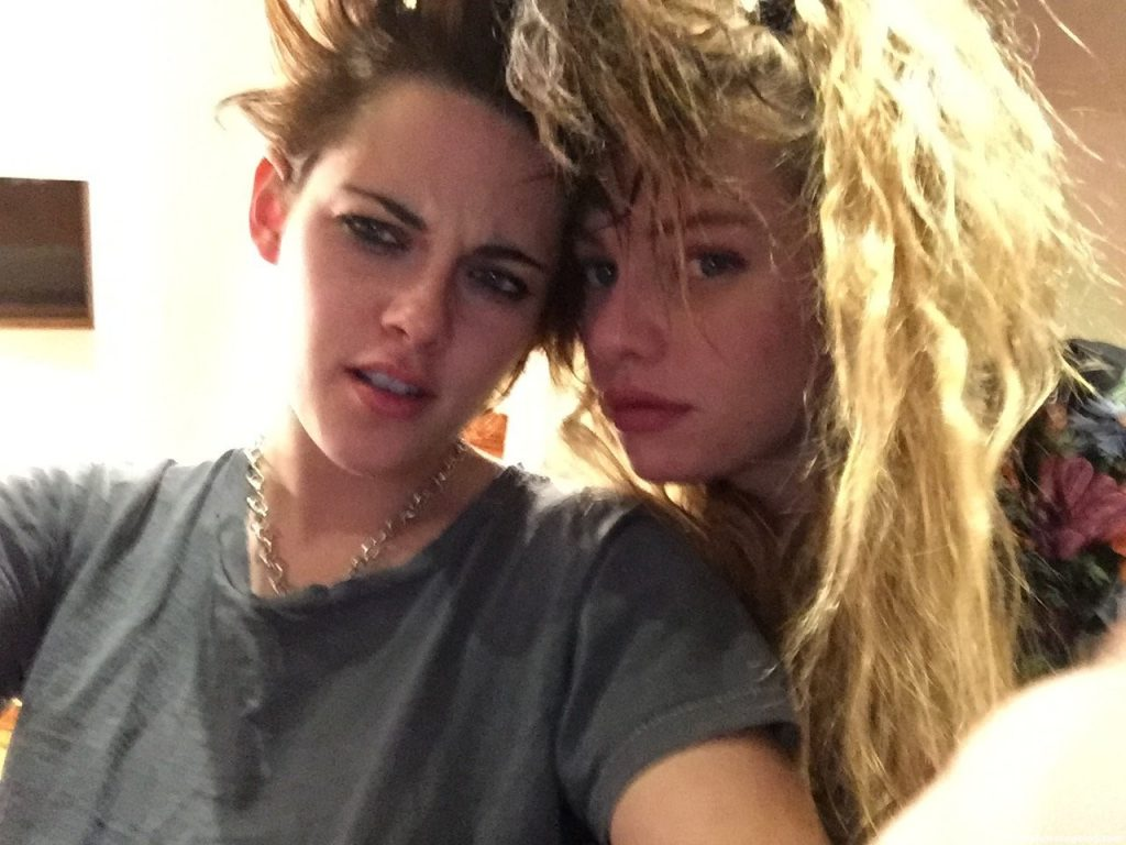 Kristen Stewart Nude & Sexy (9 Leaked The Fappening Photos)