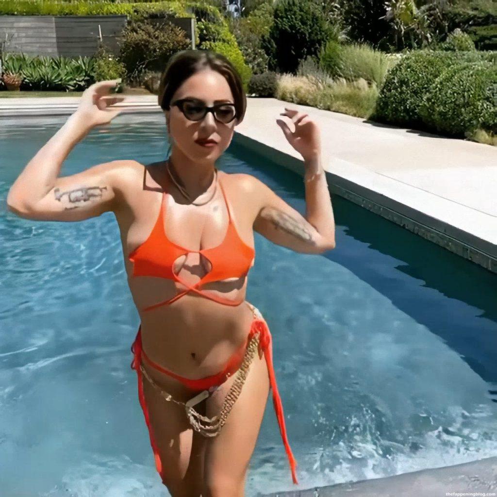 Lady Gaga Looks Hot in a Bikini (5 Pics + Video)