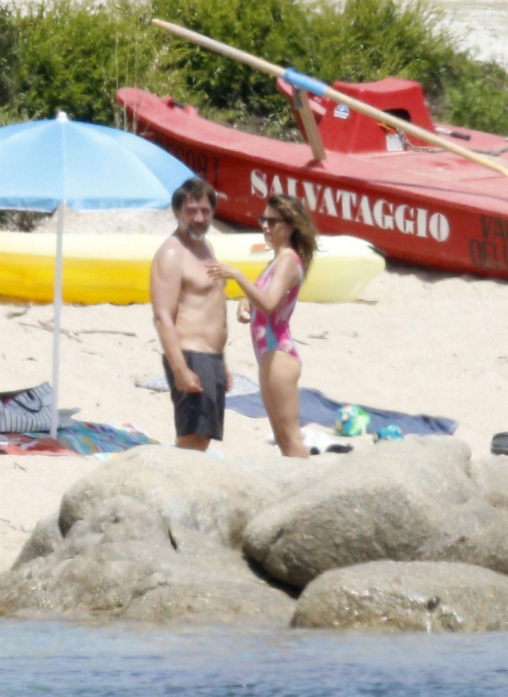 Javier Bardem & Penelope Cruz Hit The Beach on Their Sun-Kissed Holiday in Sardinia (46 Photos)
