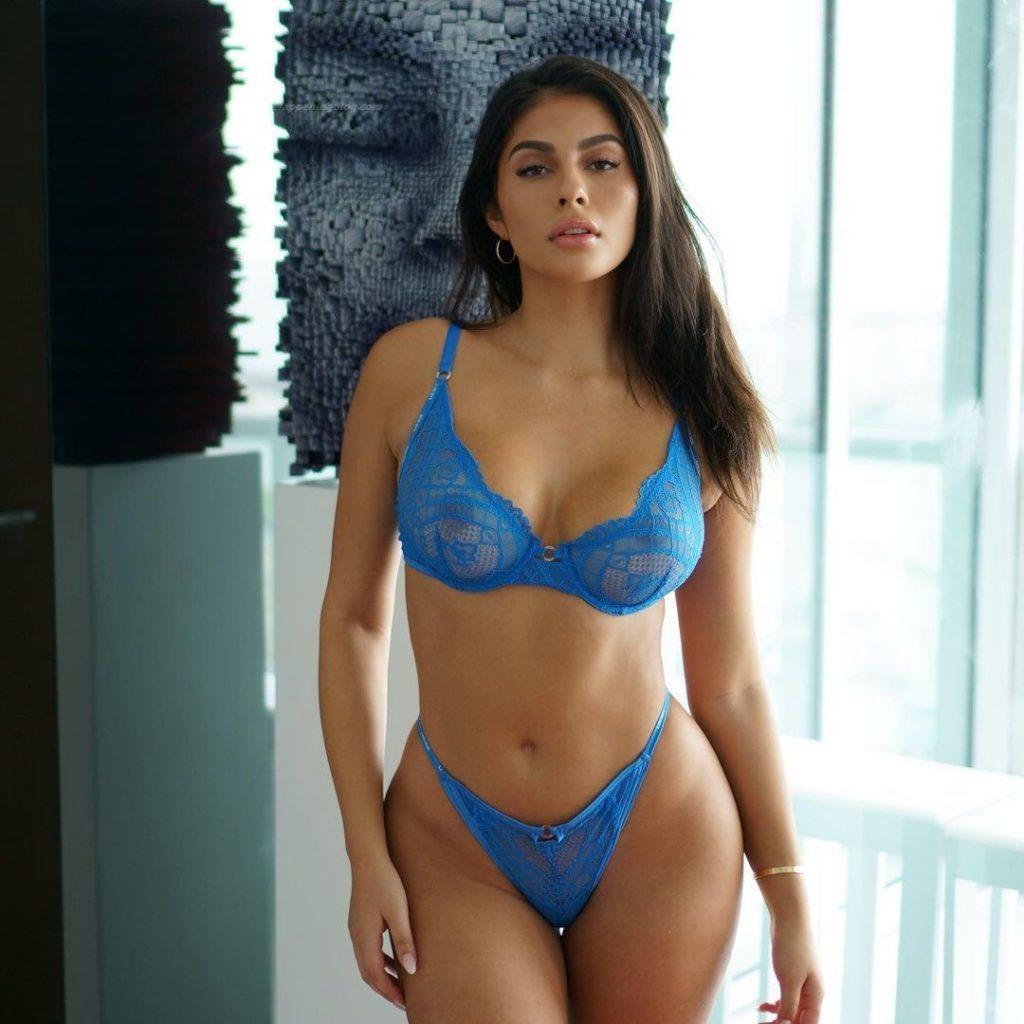 Amanda Trivizas Nude & Sexy (18 Photos)