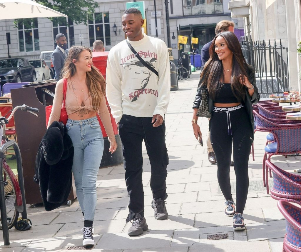 Busty Abigail Rawlings is Spotted Filming 'Heat's Under The Duvet' in London (17 Photos)