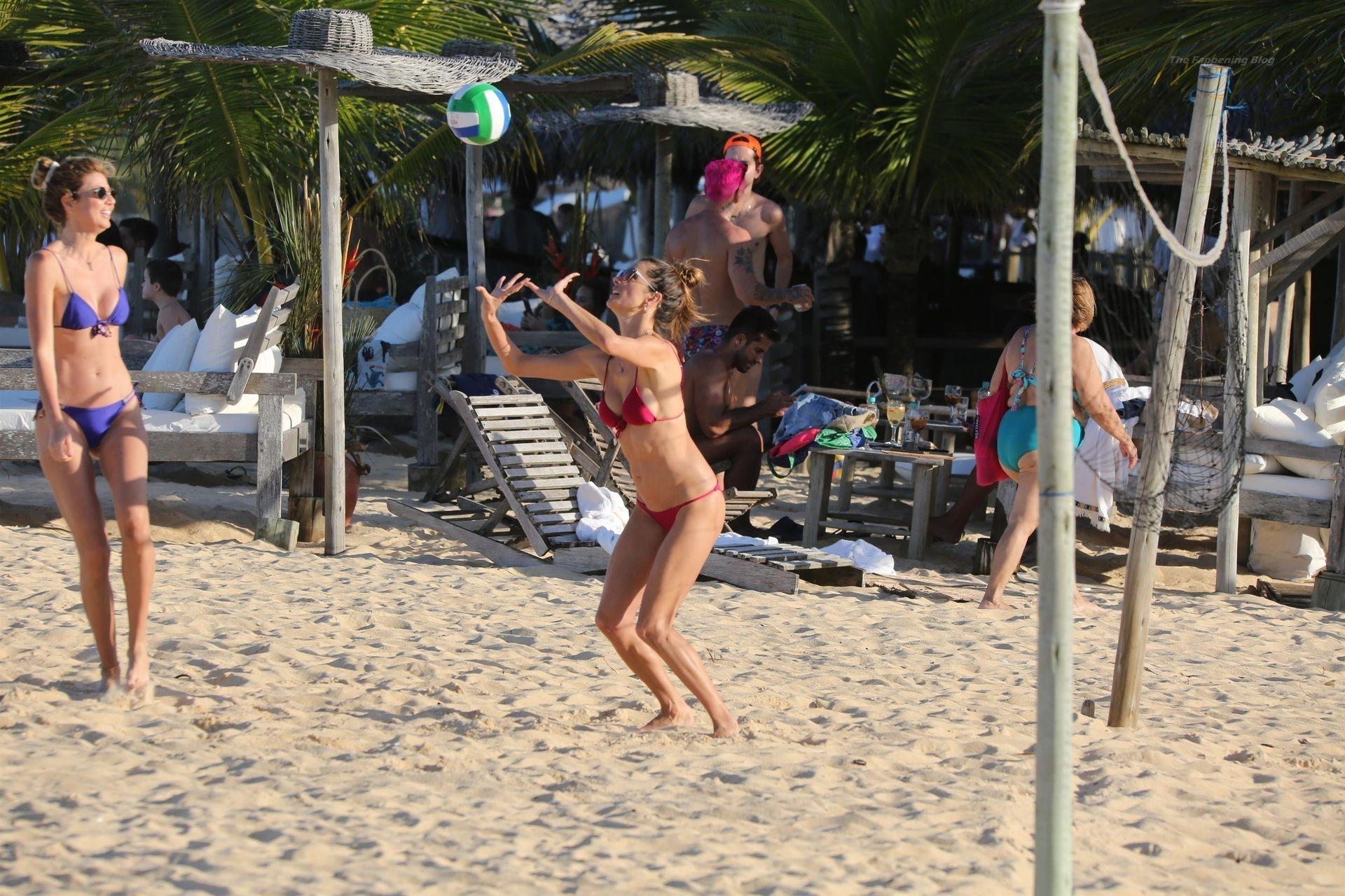 Alessandra-Ambrosio-Sexy-106-thefappeningblog.com_.jpg