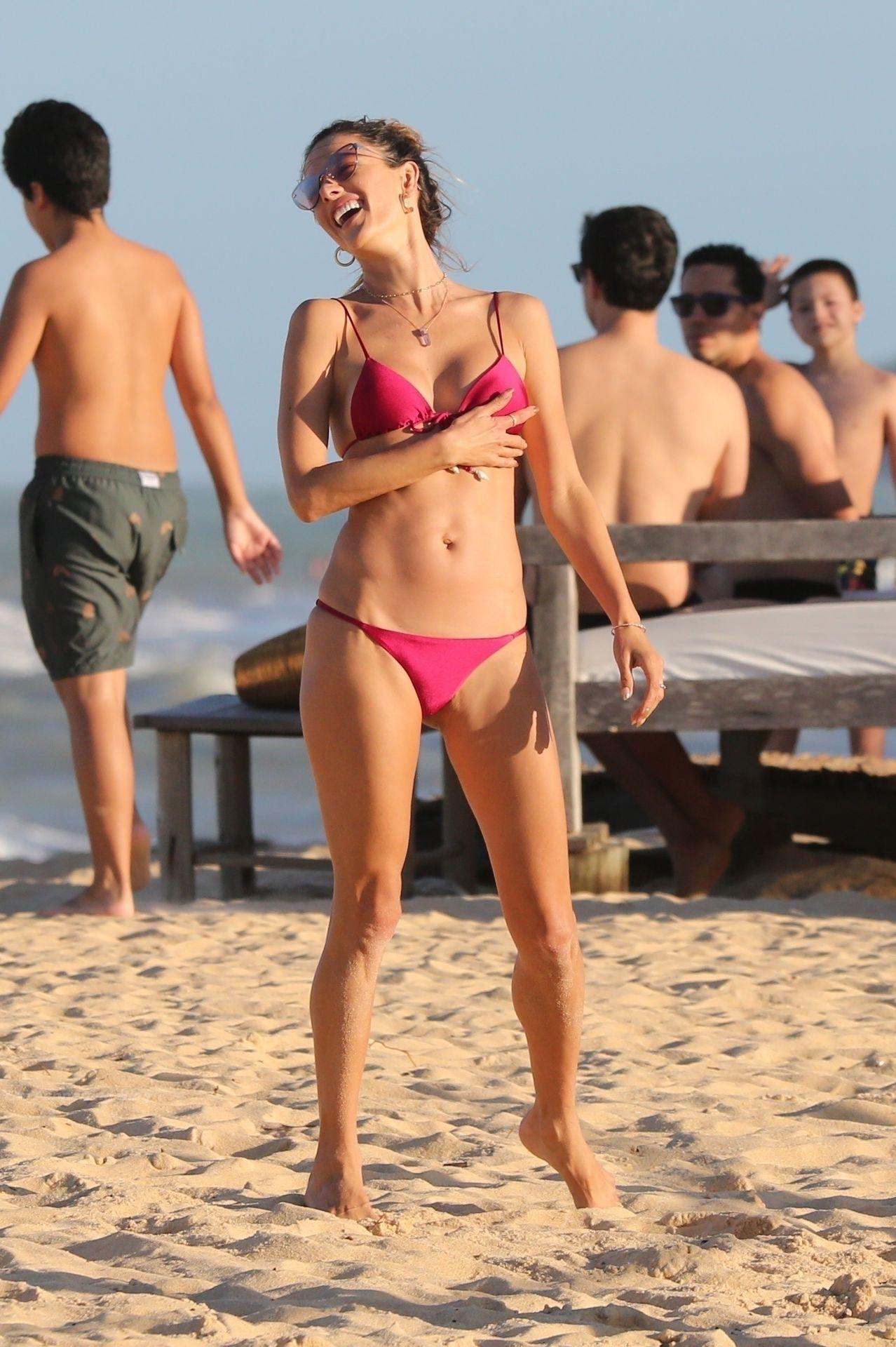 Alessandra-Ambrosio-Sexy-110-thefappeningblog.com_.jpg