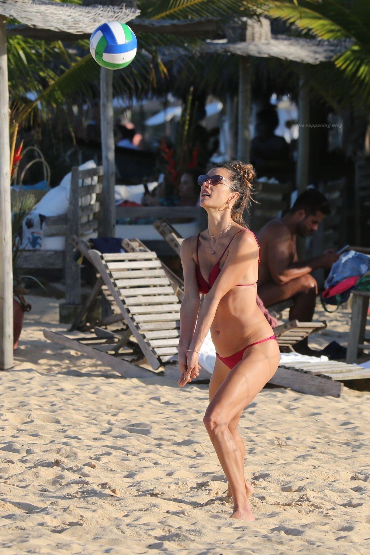 Alessandra-Ambrosio-Sexy-35-thefappeningblog.com_-1.jpg
