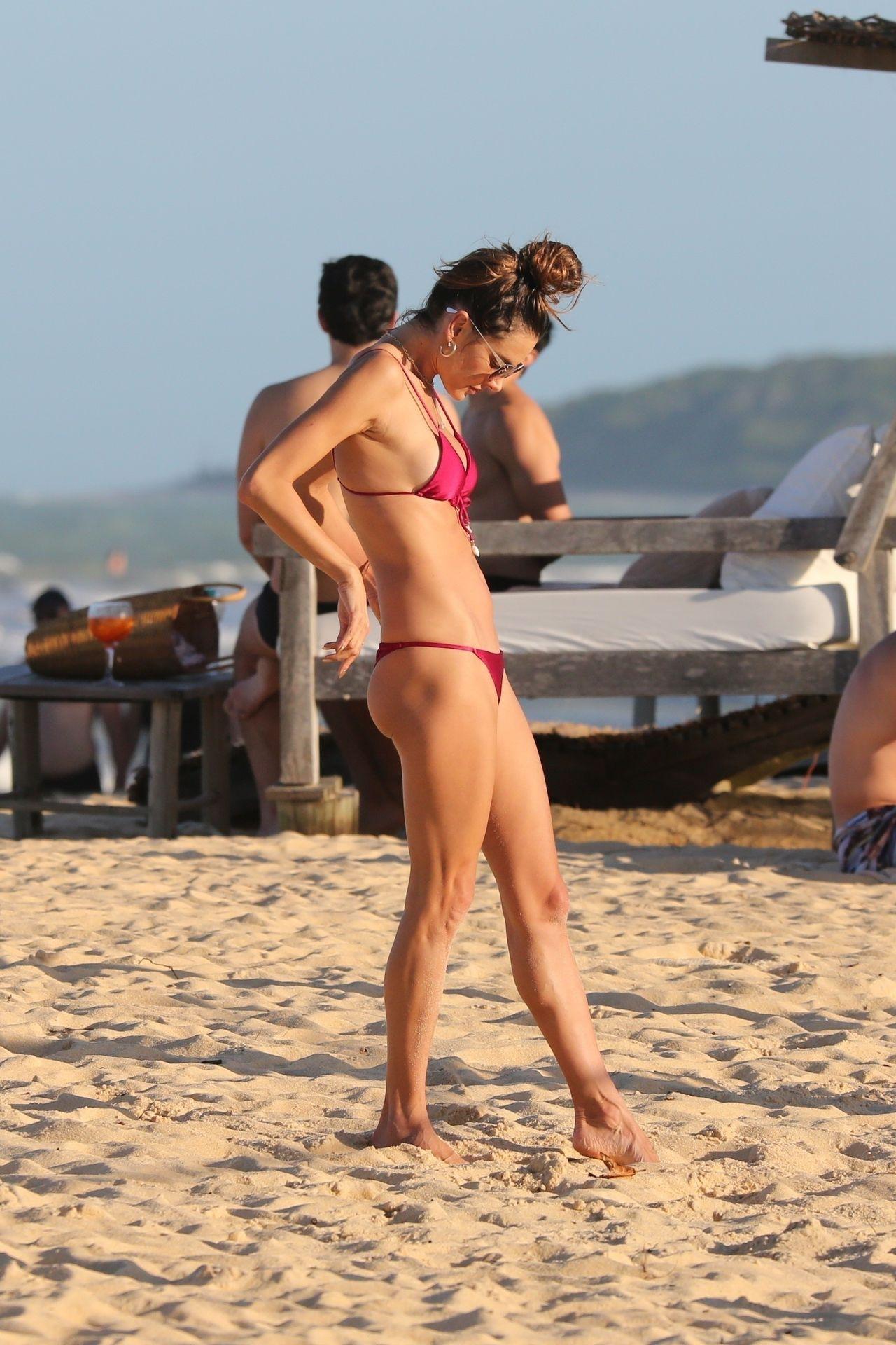 Alessandra-Ambrosio-Sexy-46-thefappeningblog.com_-1.jpg