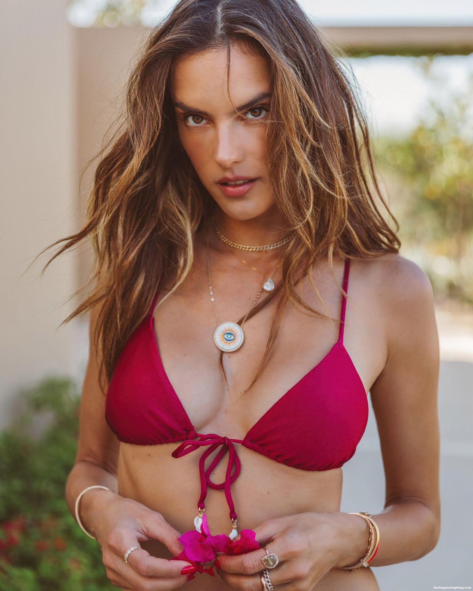 Alessandra-Ambrosio-Sexy-Bikinis-8-thefappeningblog.com_.jpg
