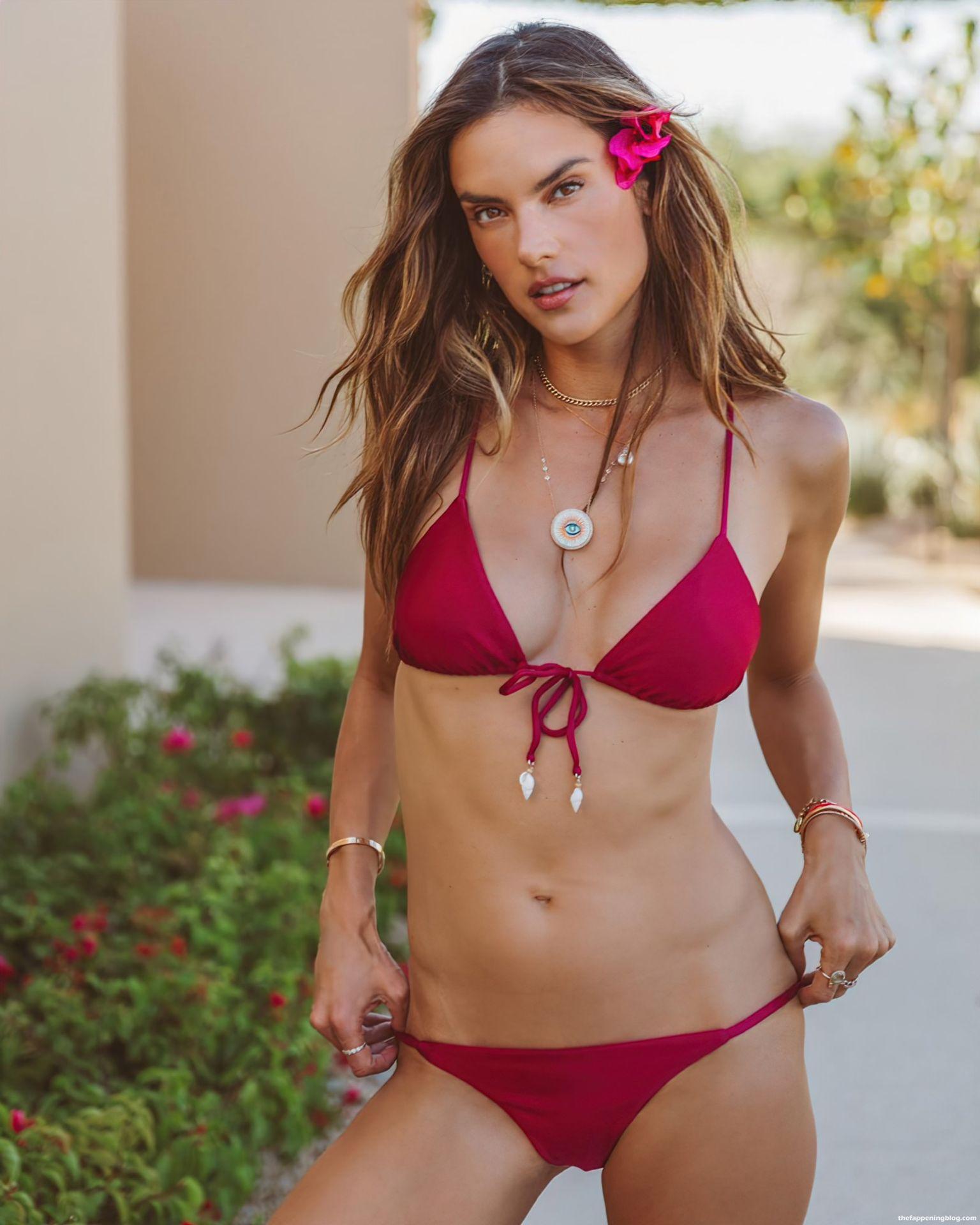 Alessandra-Ambrosio-Sexy-Bikinis-9-thefappeningblog.com_.jpg