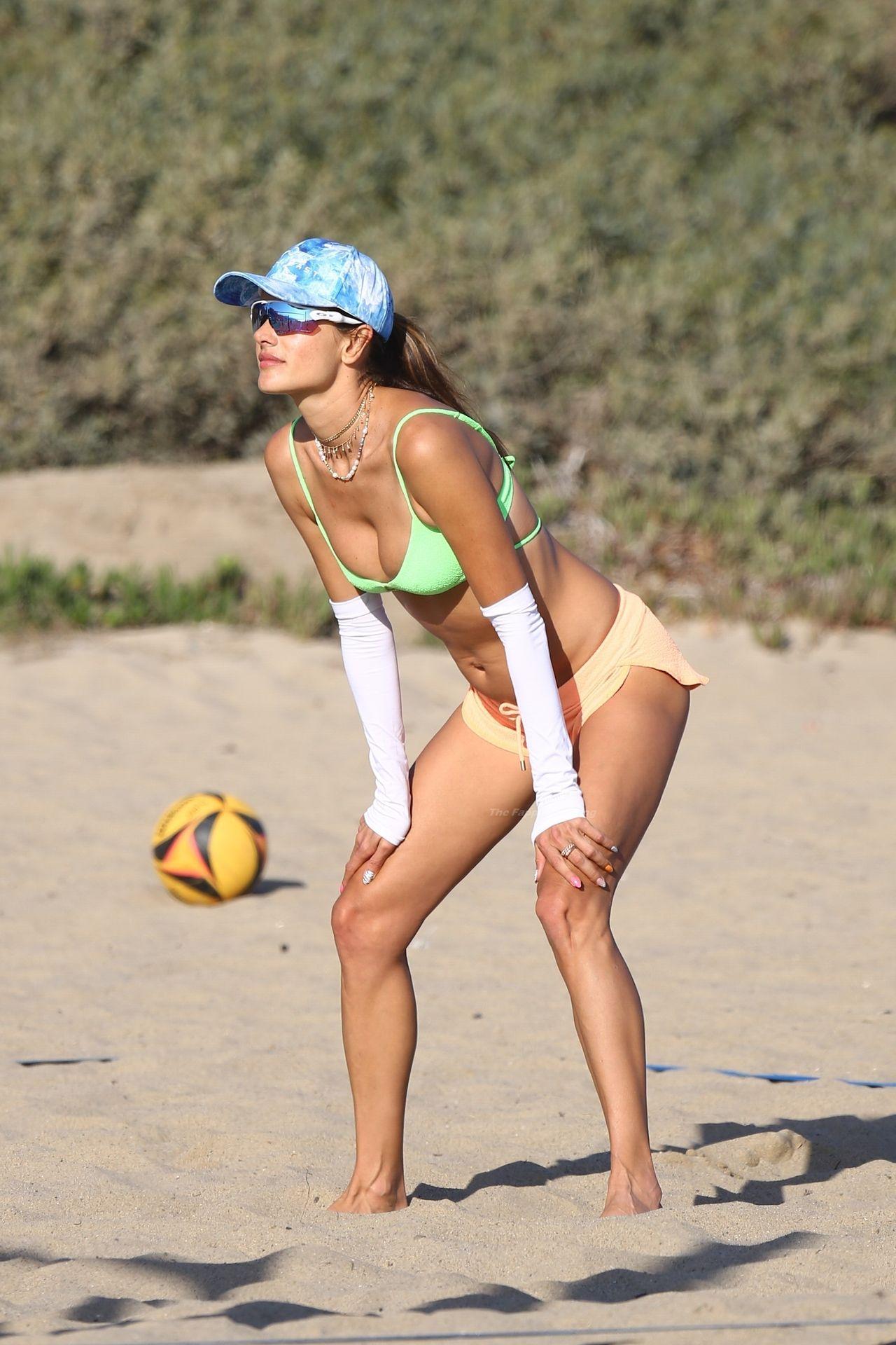 Alessandra-Ambrosio-Sexy-The-Fappening-Blog-1071.jpg