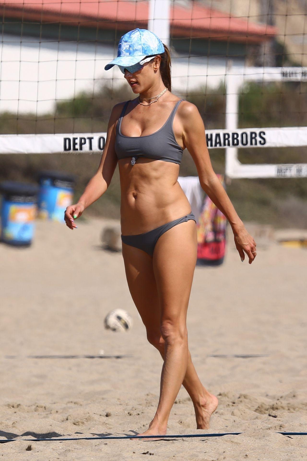 Alessandra-Ambrosio-Sexy-The-Fappening-Blog-17-3.jpg