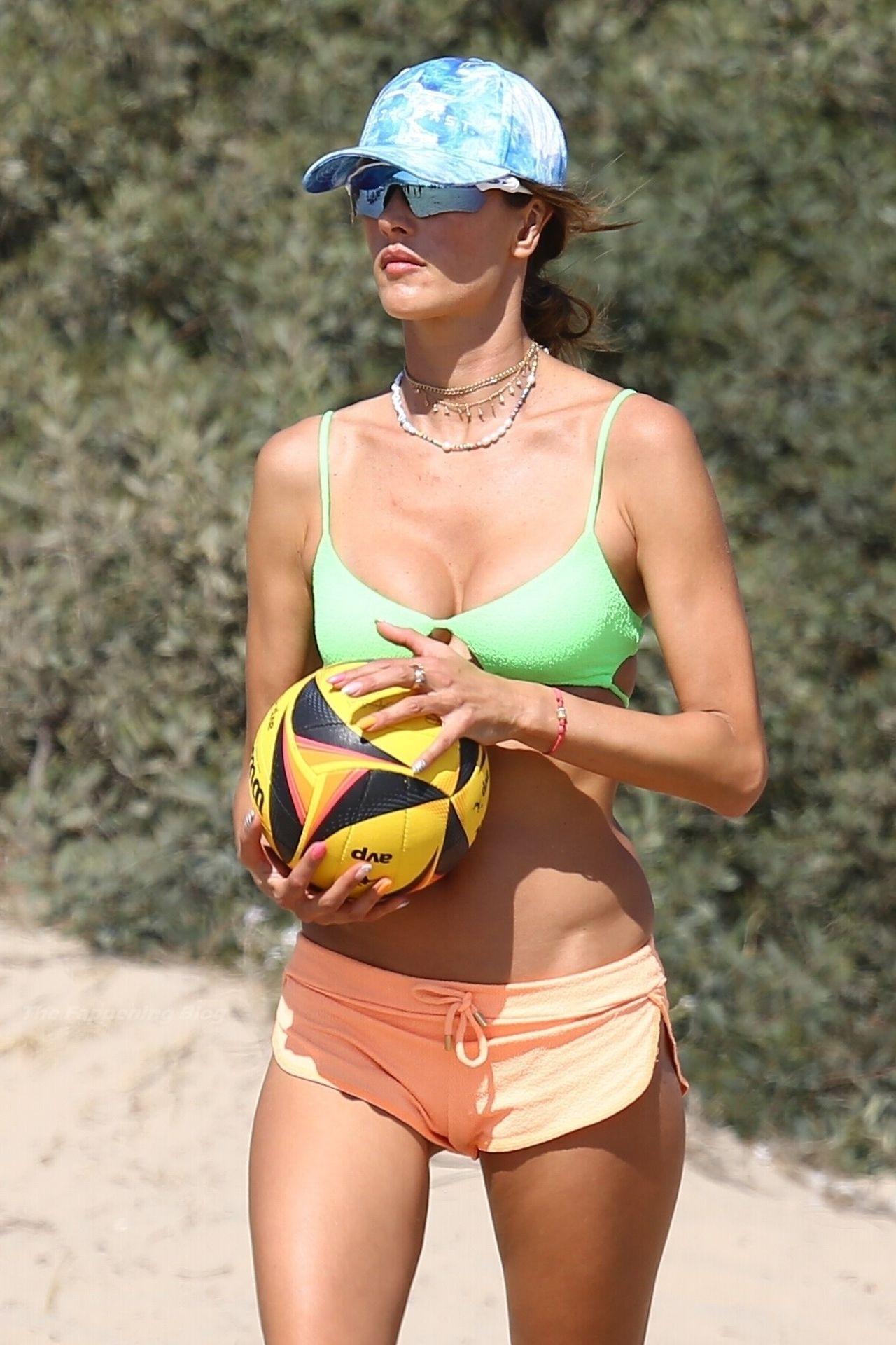 Alessandra-Ambrosio-Sexy-The-Fappening-Blog-191.jpg