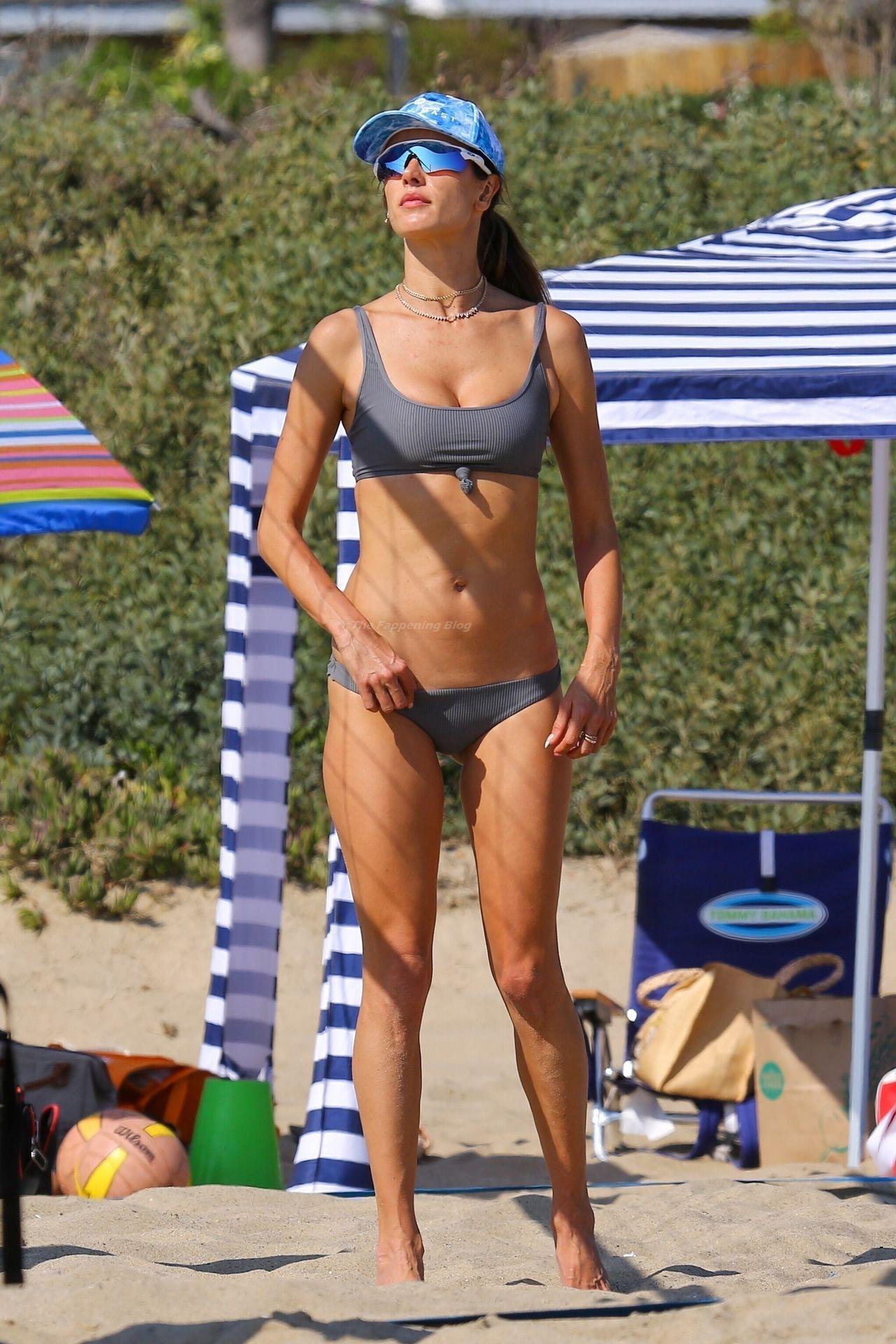 Alessandra-Ambrosio-Sexy-The-Fappening-Blog-21-3.jpg