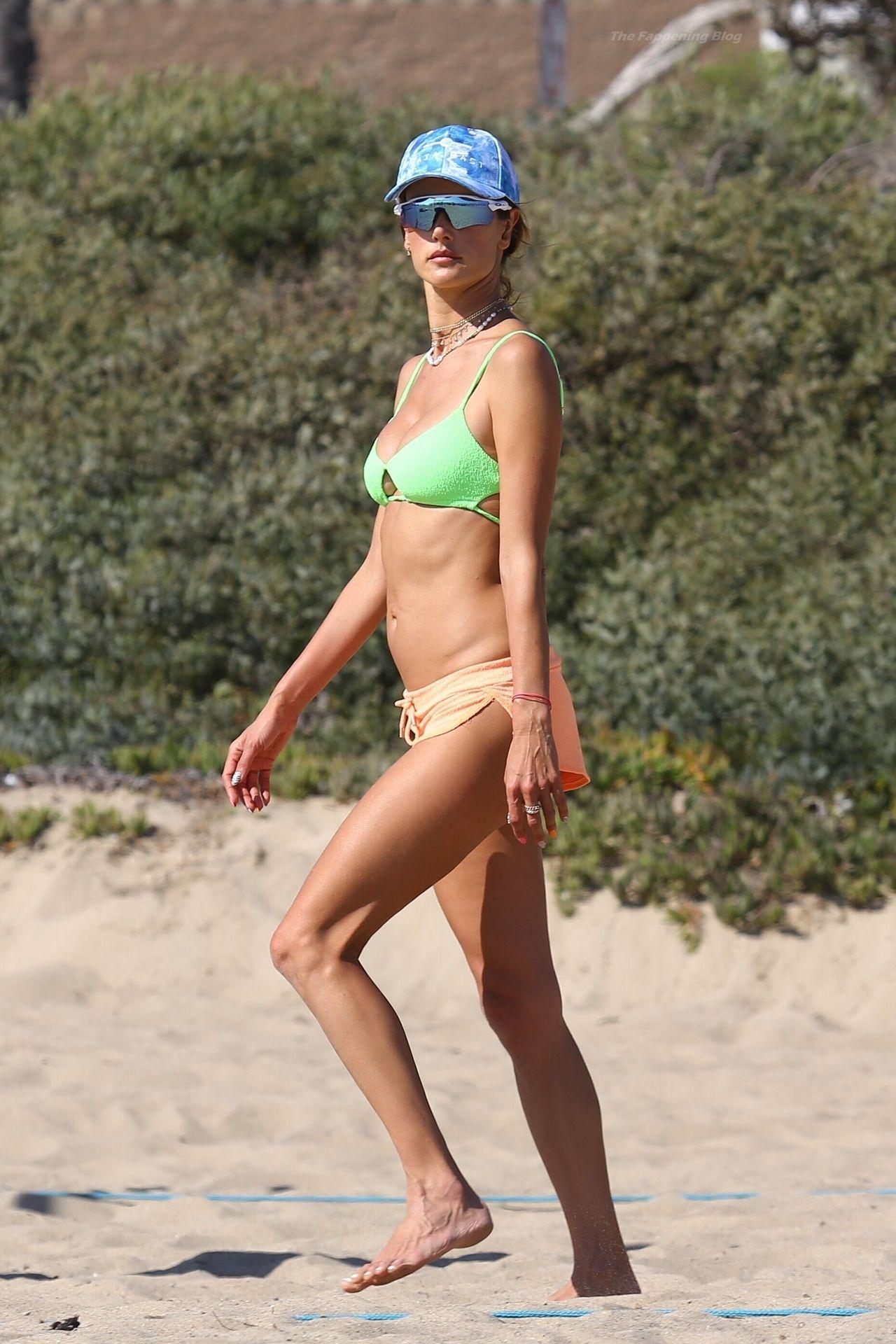 Alessandra-Ambrosio-Sexy-The-Fappening-Blog-431.jpg