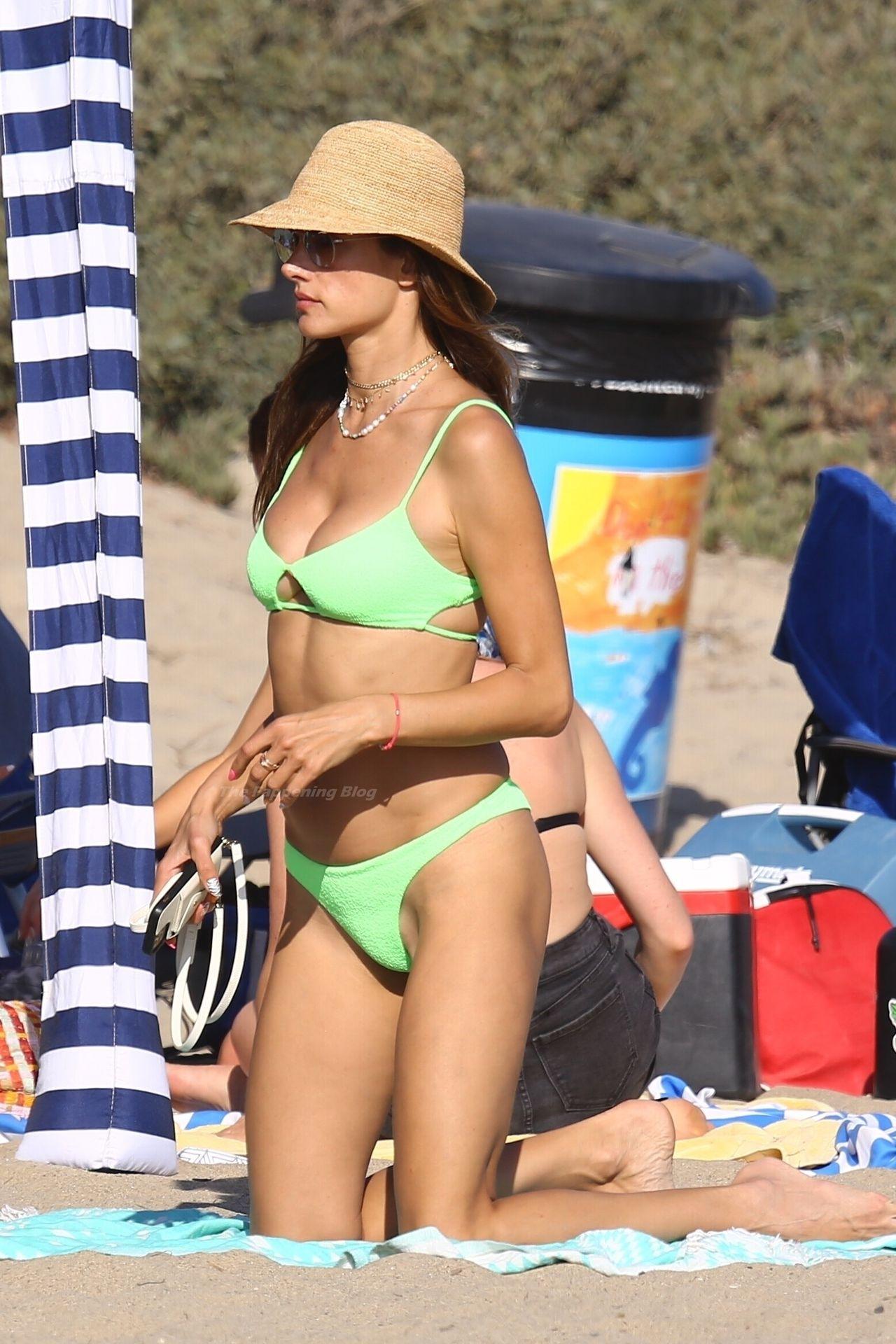 Alessandra-Ambrosio-Sexy-The-Fappening-Blog-941.jpg