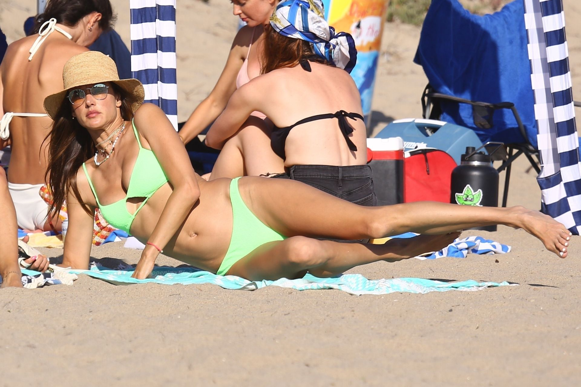 Alessandra-Ambrosio-Sexy-The-Fappening-Blog-951.jpg