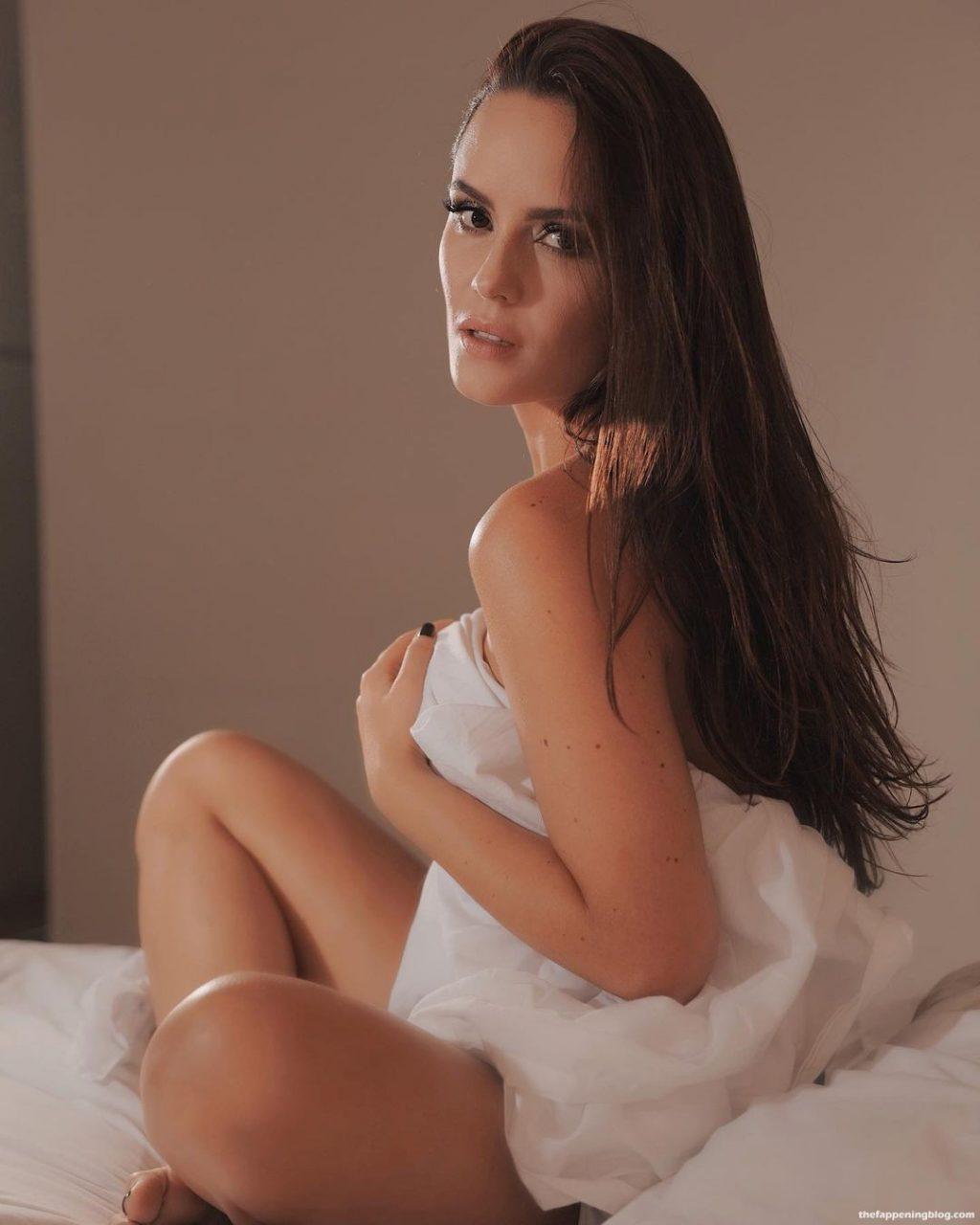 Ana Lucia Dominguez Nude & Sexy (10 Photos)