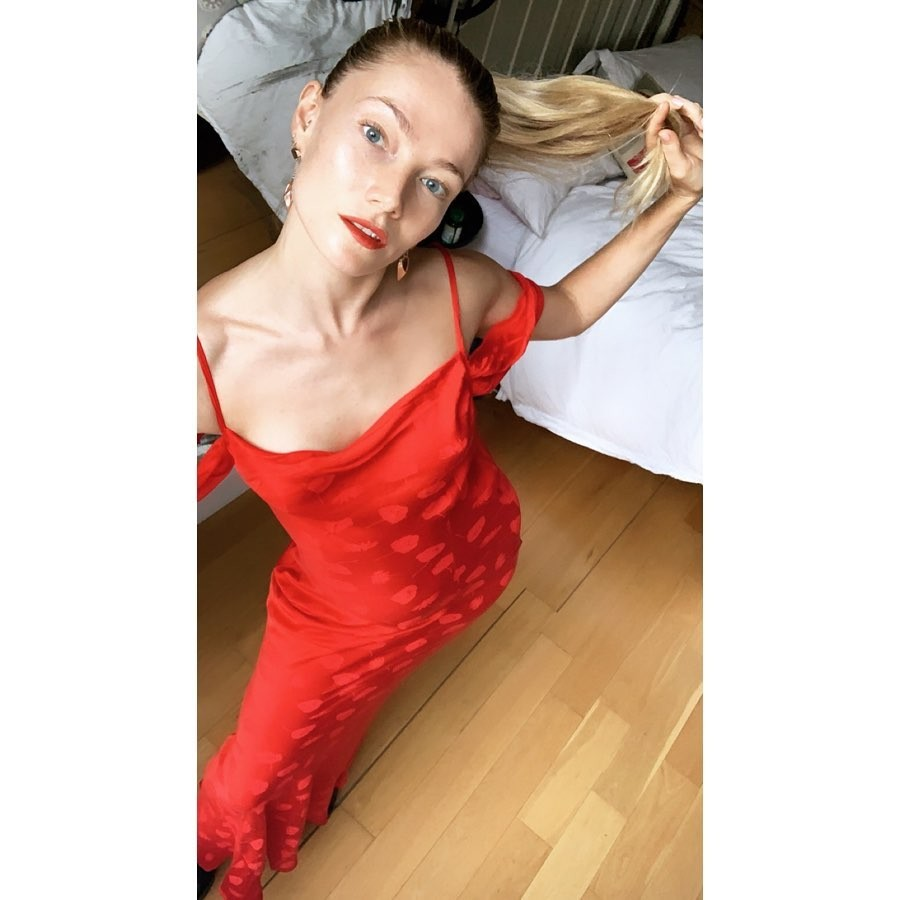 Clara Paget Nude & Sexy Collection (26 Photos + Videos)