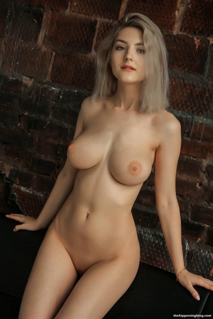 Eva Elfie Nude Full Frontal (1 Photo)