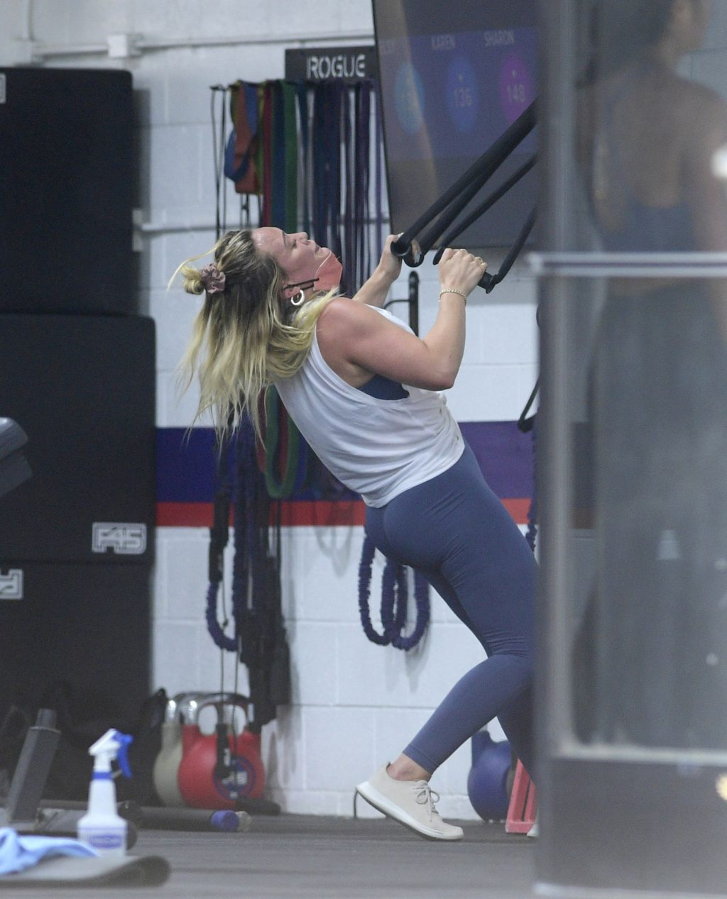 Hilary Duff Gets in an Intense Workout Session at a Gym in LA (35 Photos)