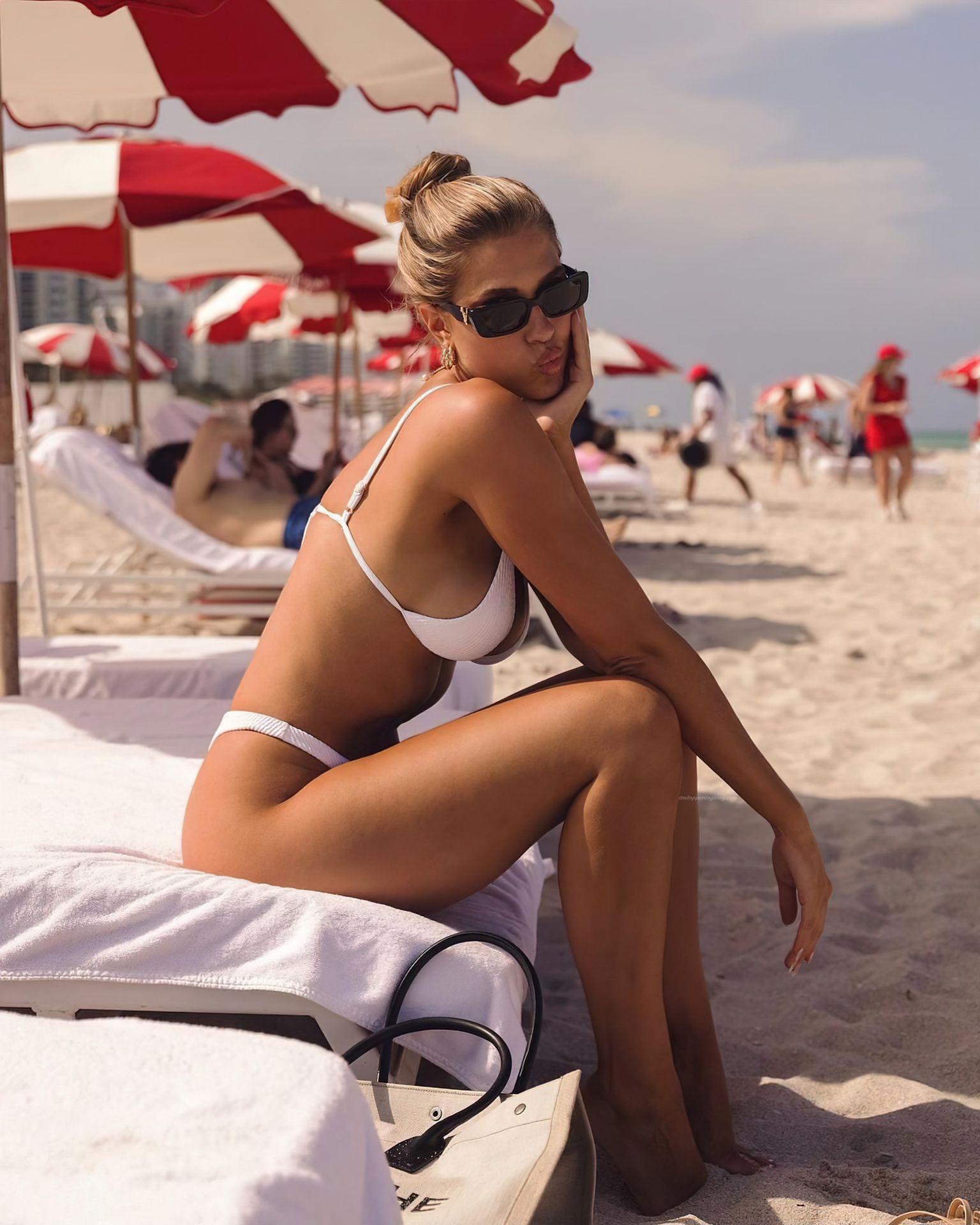 Kara-Del-Toro-Boobs-in-Bikini-3-thefappeningblog.com_.jpg
