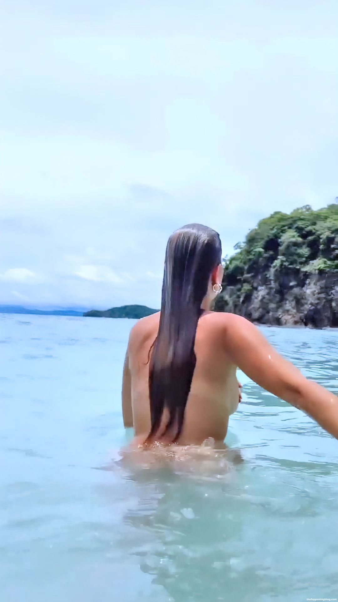Kara-Del-Toro-Topless-Pics-5-thefappeningblog.com_.jpg