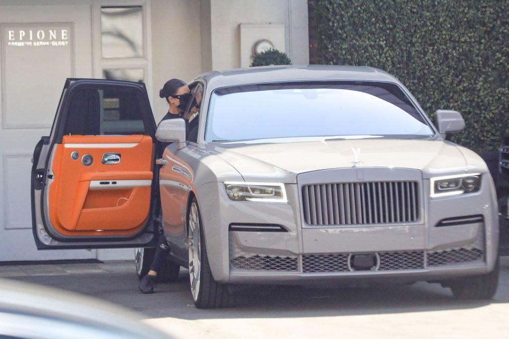 Curvy Kim Kardashian Hits Up Epione For Some Pampering (44 Photos)