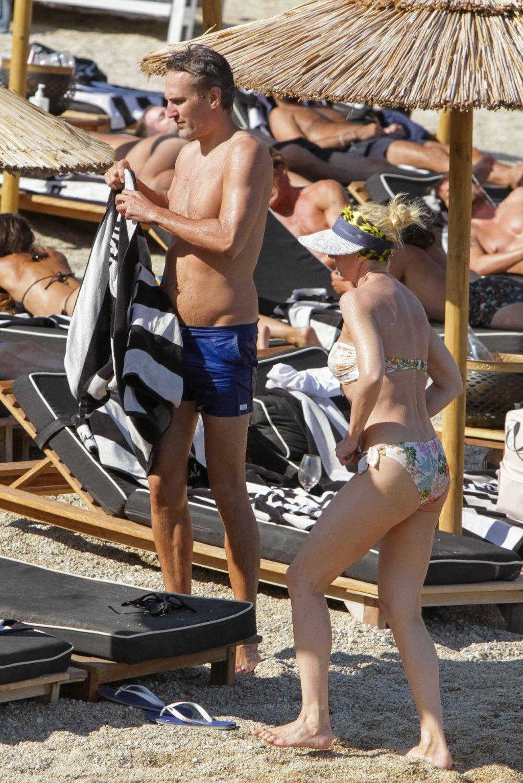 Kristina Orbakaite & Mikhail Zemtsov Enjoy Their Vacation in Greece (32 Photos)