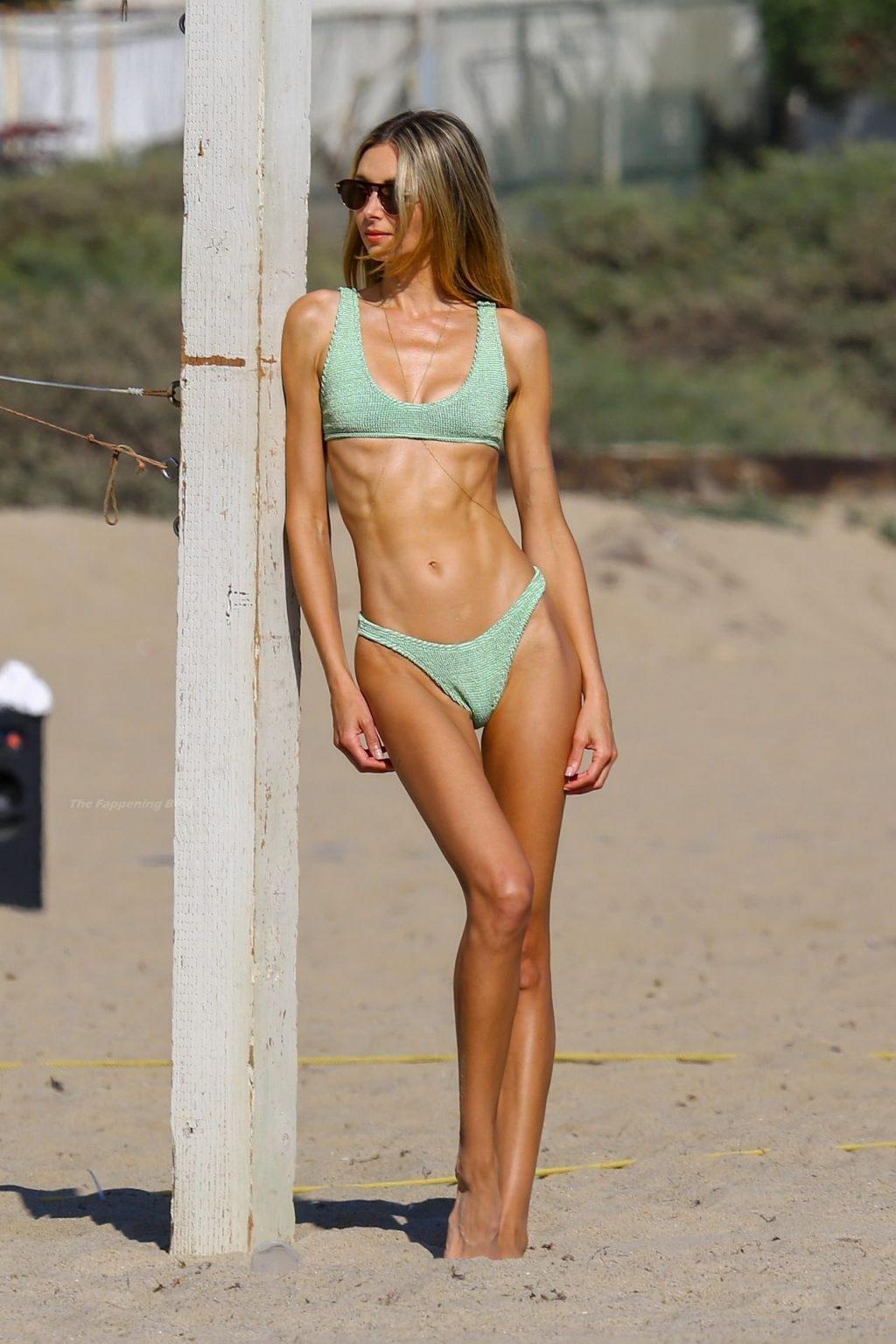 Ludi Delfino & Marcela Braga Enjoy a Beach Day (57 Photos)