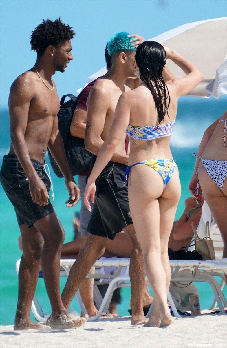 Paris Berelc Looks Hot in a Bandeau Bikini at the Beach in Miami (20 Photos)