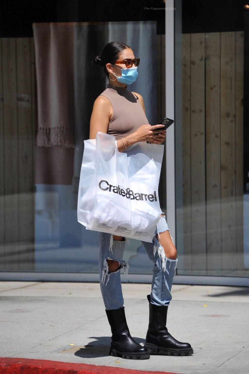 Braless Shanina Shaik Looks Stunning For a Lunch Meeting at Avra in Beverly Hills (20 Photos)