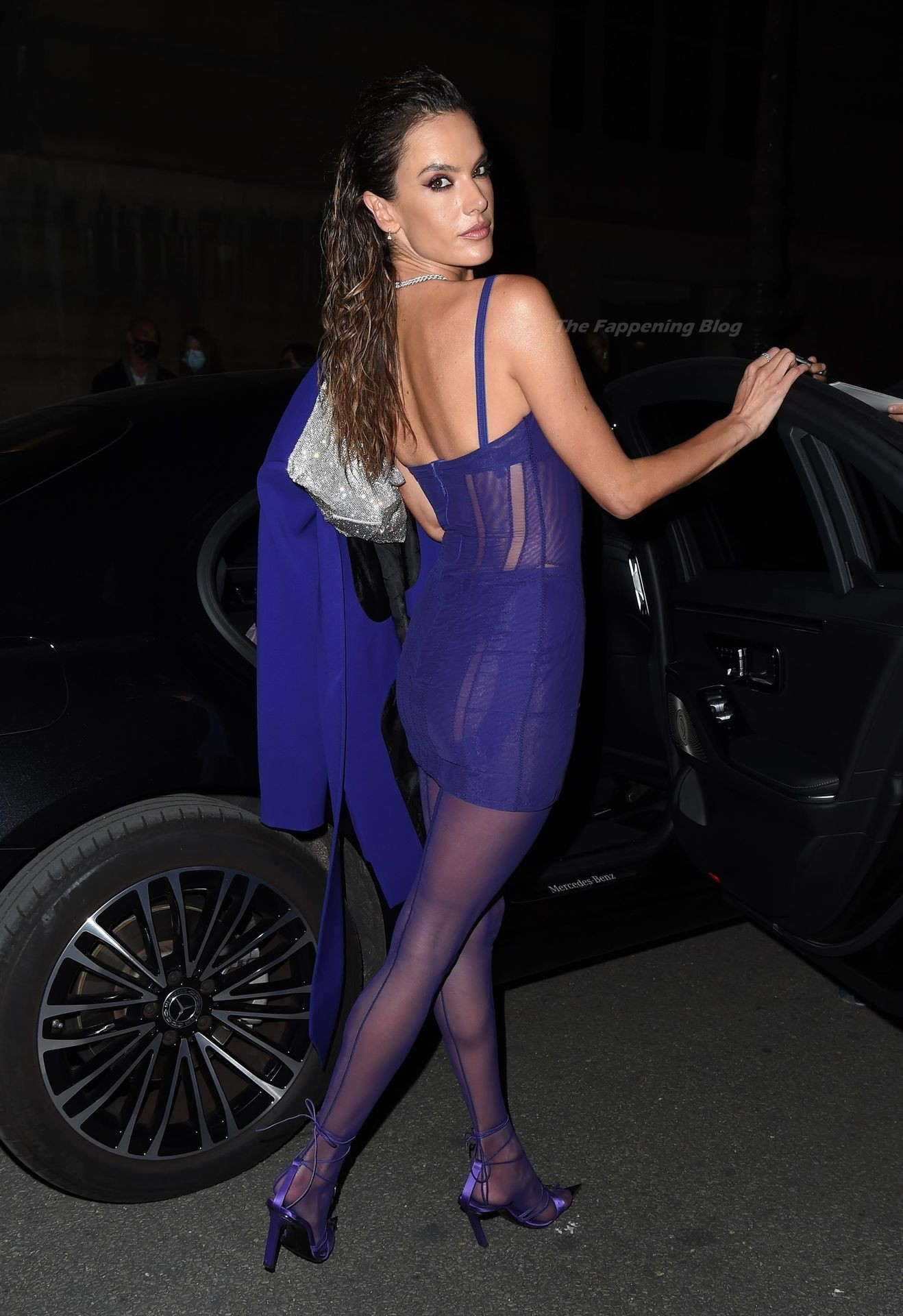 Alessandra-Ambrosio-Sexy-The-Fappening-Blog-25-2.jpg