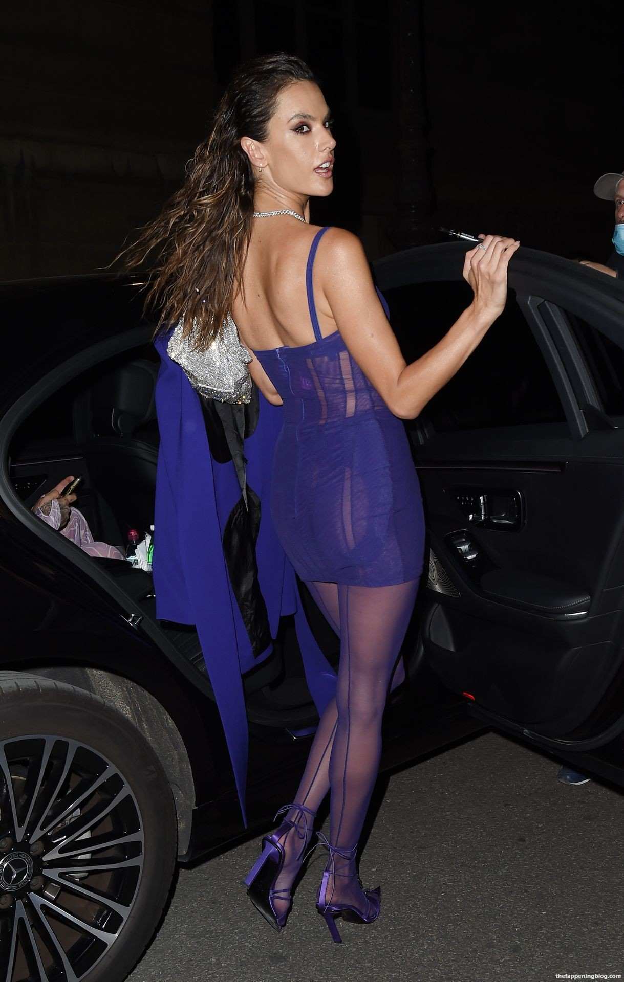 Alessandra-Ambrosio-Sexy-The-Fappening-Blog-29-3.jpg