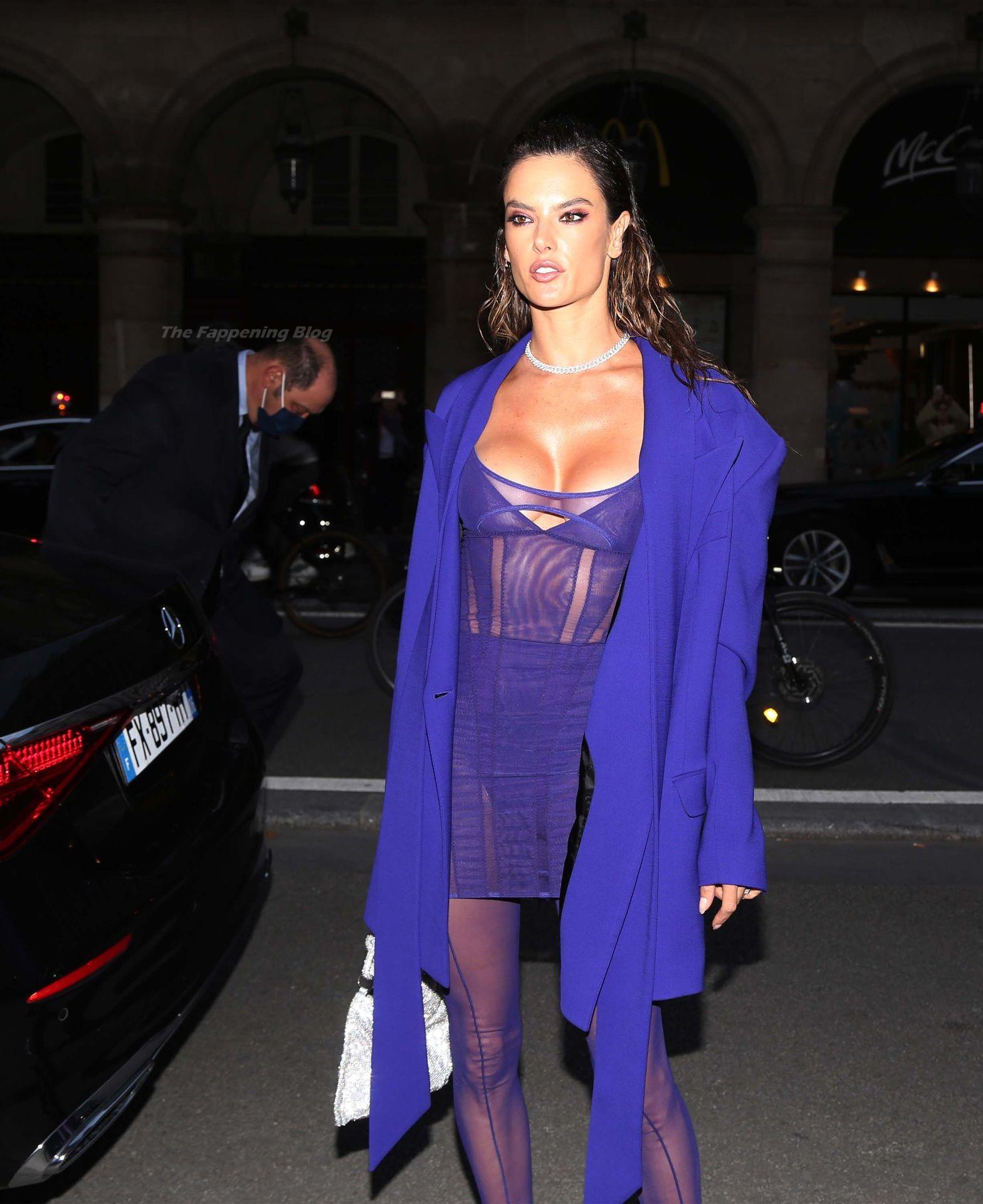 Alessandra-Ambrosio-Sexy-The-Fappening-Blog-46-1.jpg