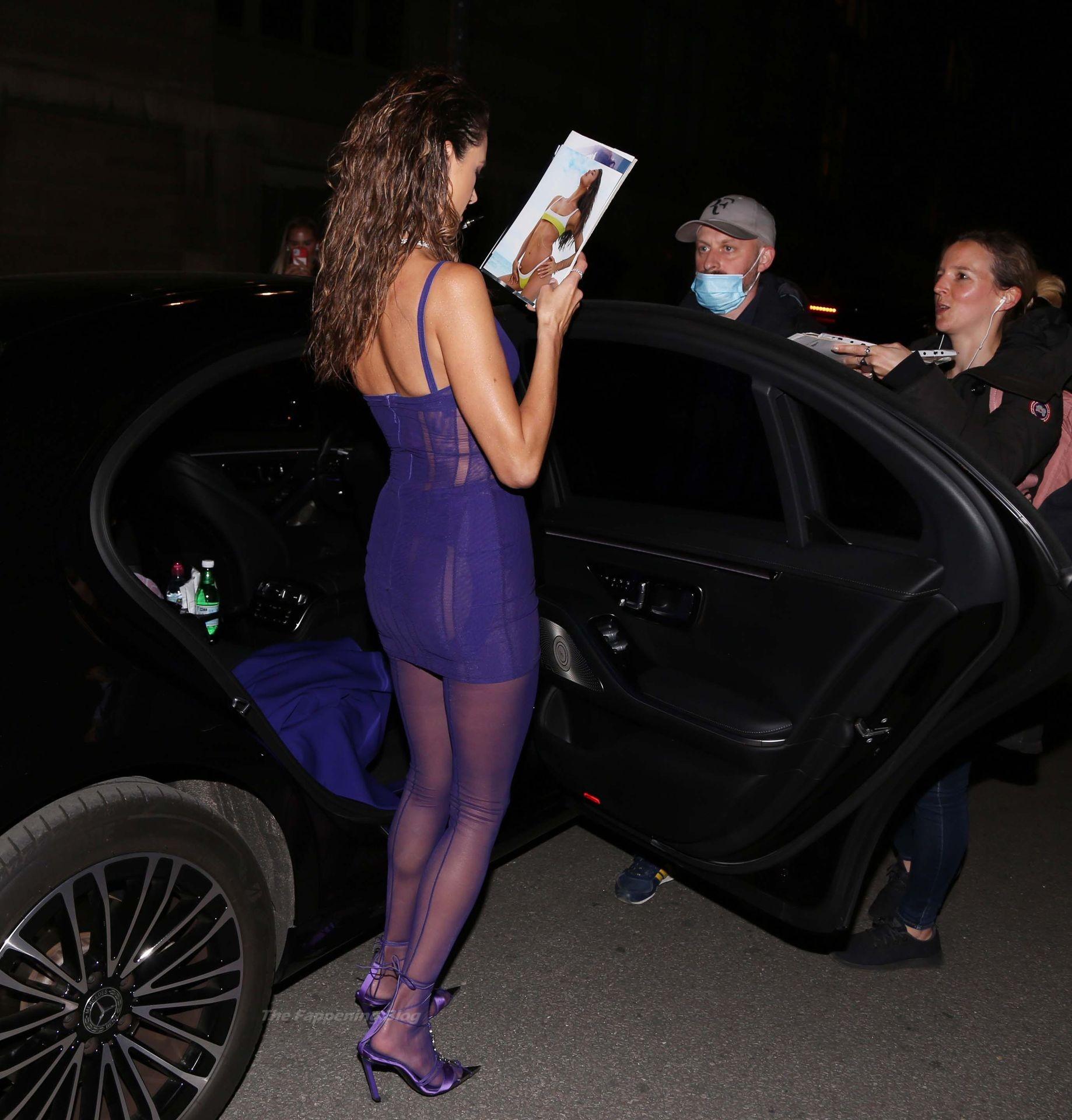 Alessandra-Ambrosio-Sexy-The-Fappening-Blog-69-1.jpg