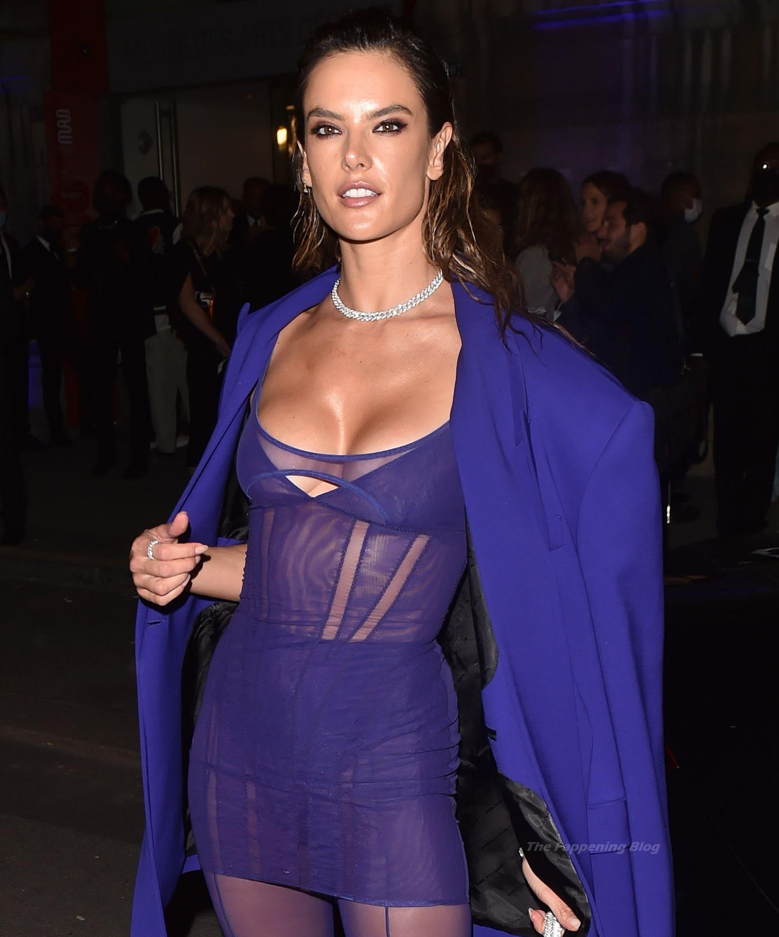 Alessandra-Ambrosio-Sexy-The-Fappening-Blog-70-1.jpg
