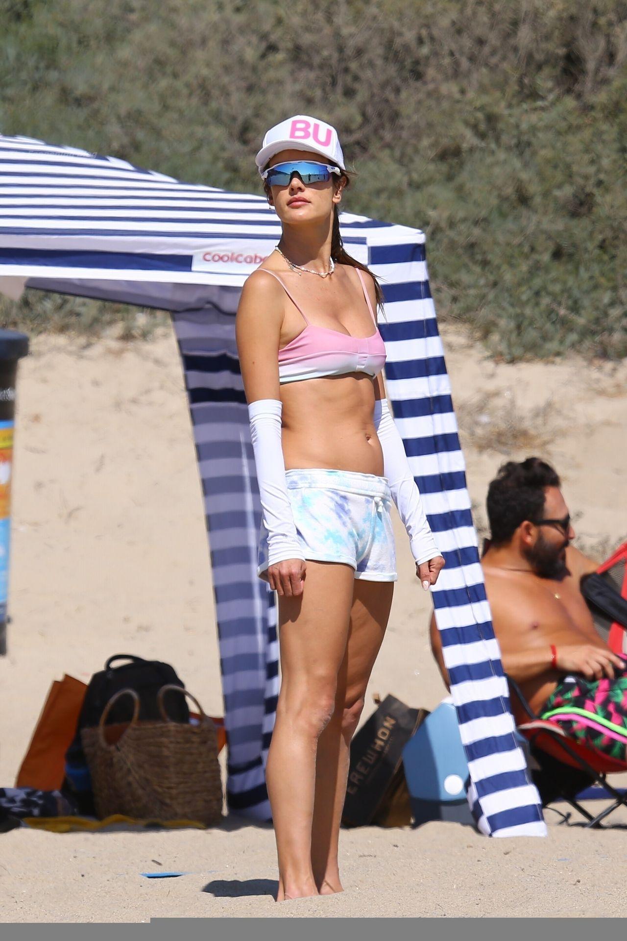 Alessandra-Ambrosio-Sexy-The-Fappening-Blog-8-2.jpg
