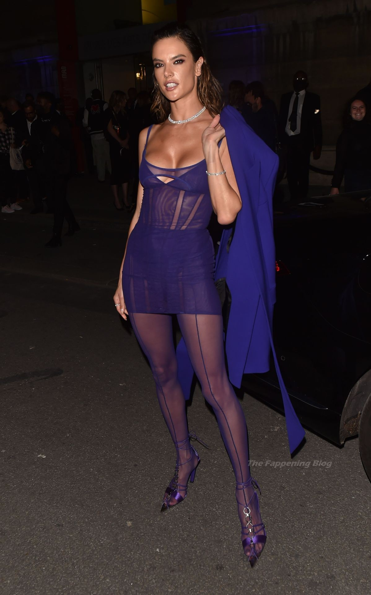 Alessandra-Ambrosio-Sexy-The-Fappening-Blog-81-1.jpg