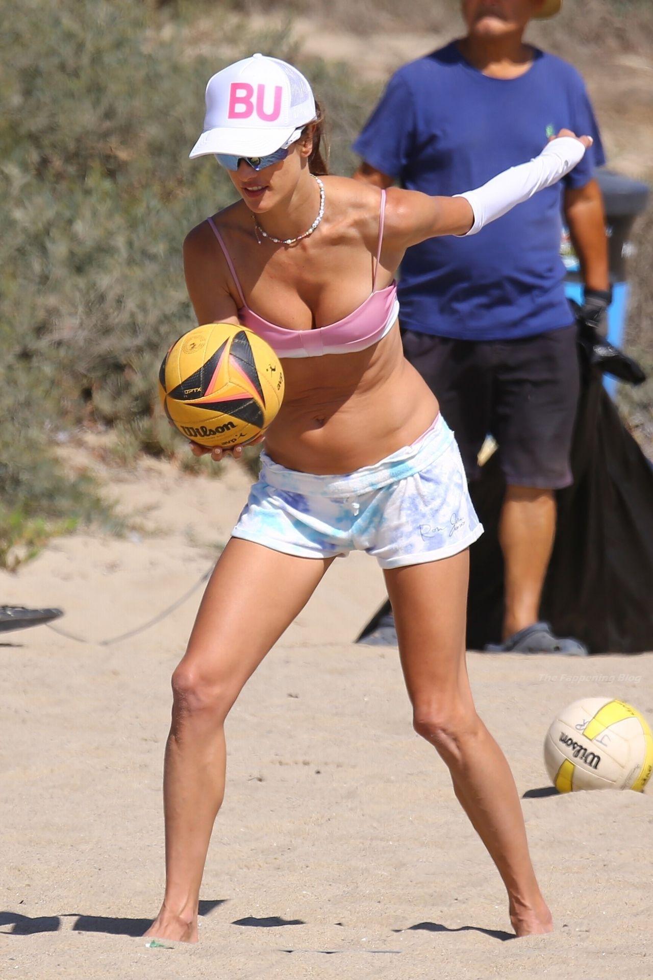 Alessandra-Ambrosio-Sexy-The-Fappening-Blog-9-2.jpg