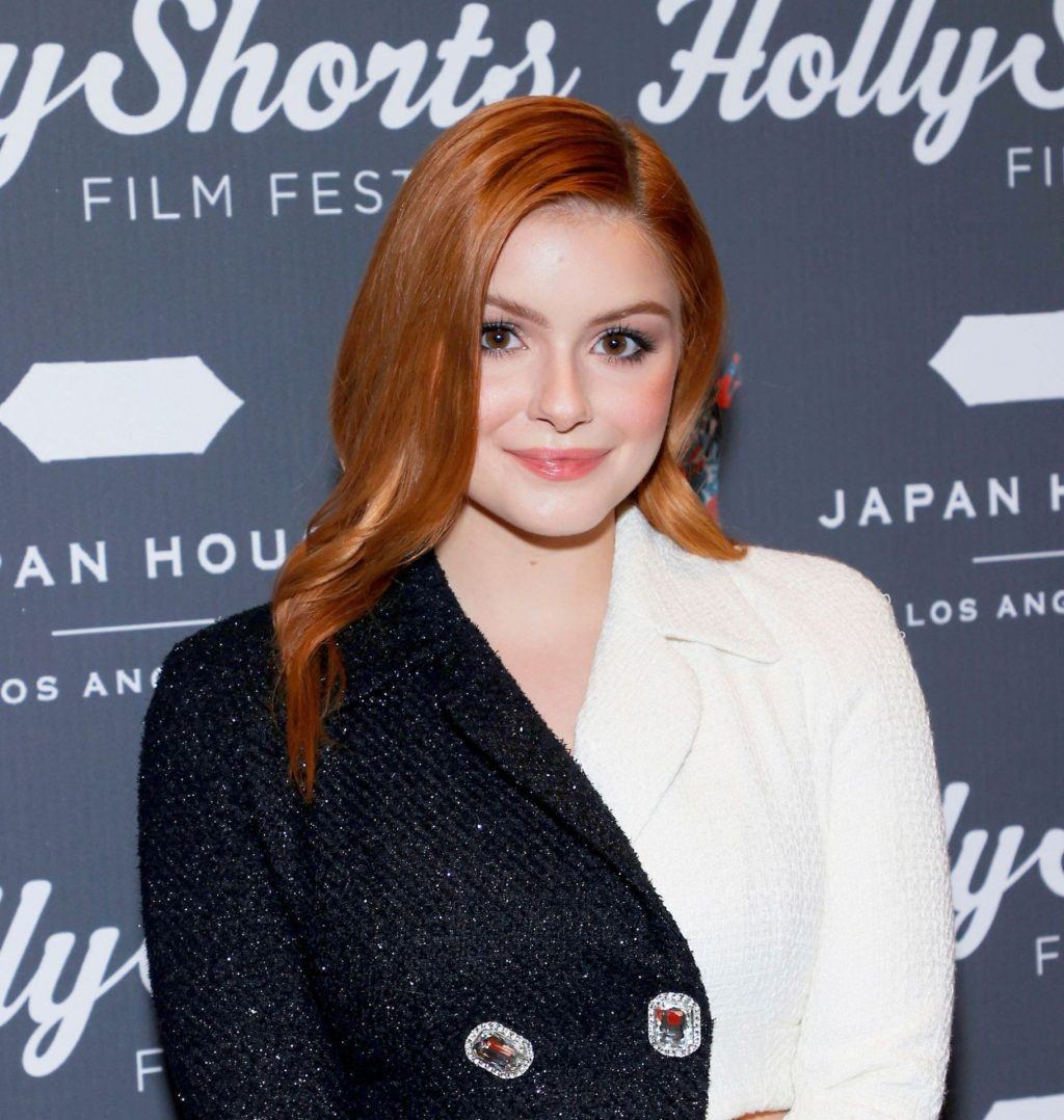 Ariel Winter Showcases Her Toned Pins in a Monochrome Dress at the 17th Annual Opening Night (30 Photos)