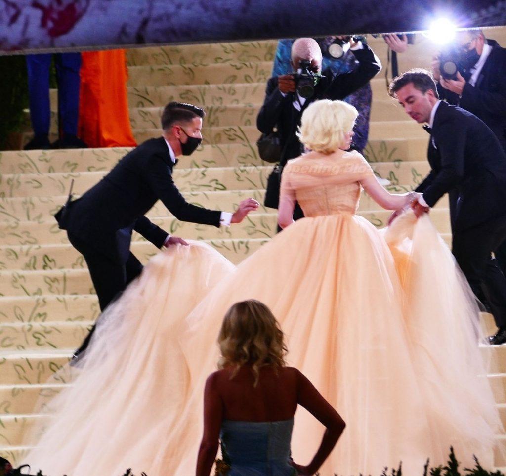 Billie Eilish Displays Her Cleavage at the 2021 Met Gala (137 Photos)