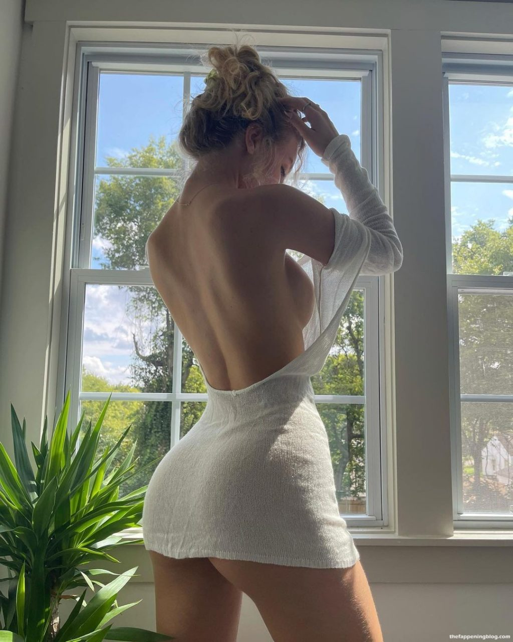 Daisy Keech Shows Off Her Sideboob (1 Photo)