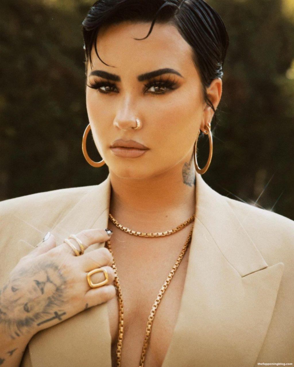 Demi Lovato Sexy (5 Photos)