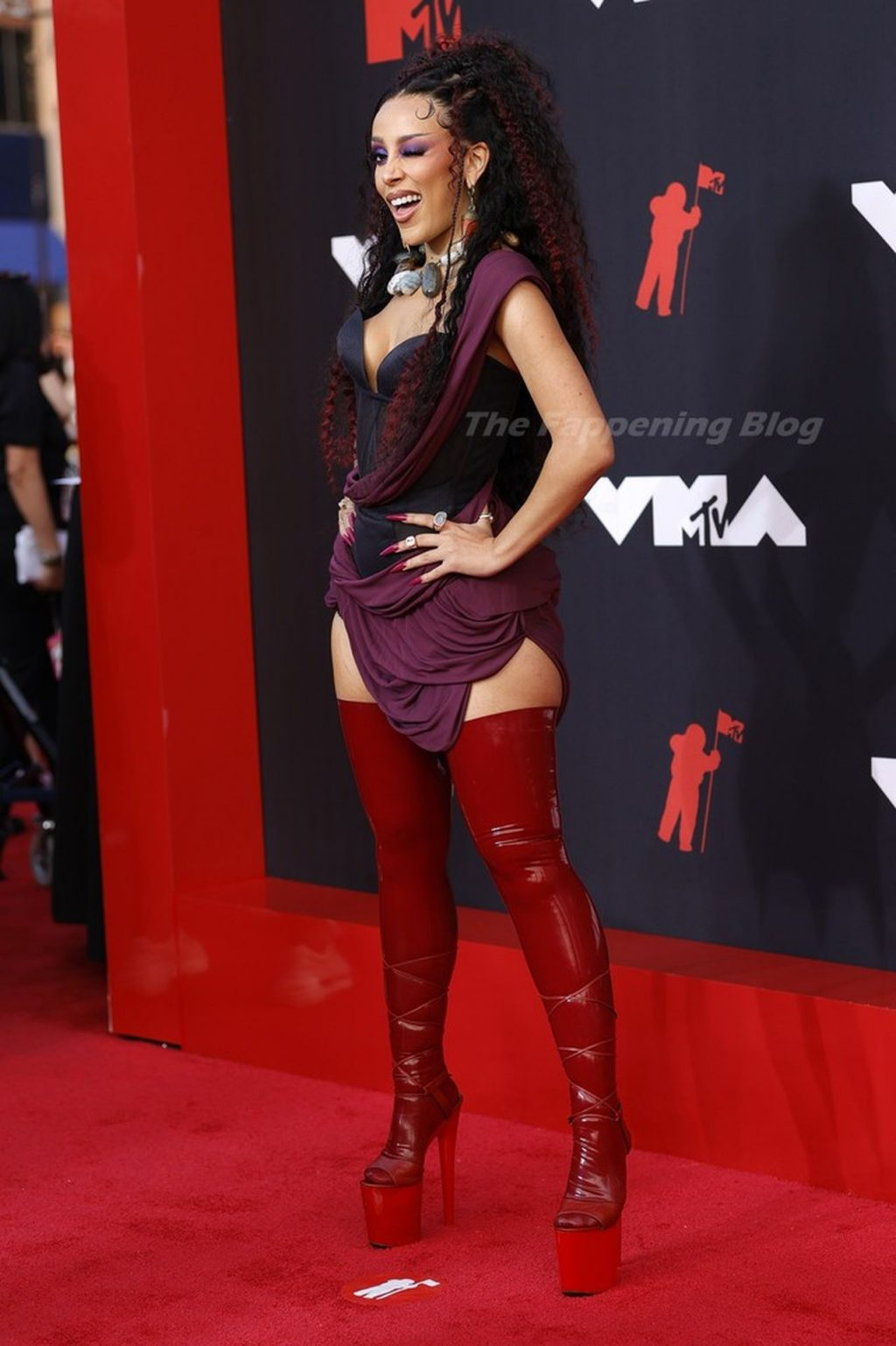 Doja Cat Poses on the Red Carpet at the 38th Annual MTV Video Music Awards (20 Photos)