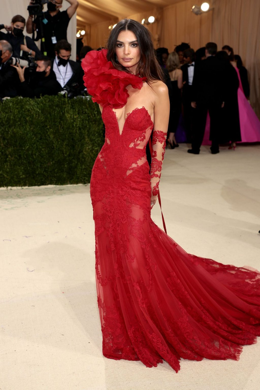 Emily Ratajkowski Brings the Heat in Lacy Vera Wang Gown For the 2021 Met Gala in NYC (46 Photos)